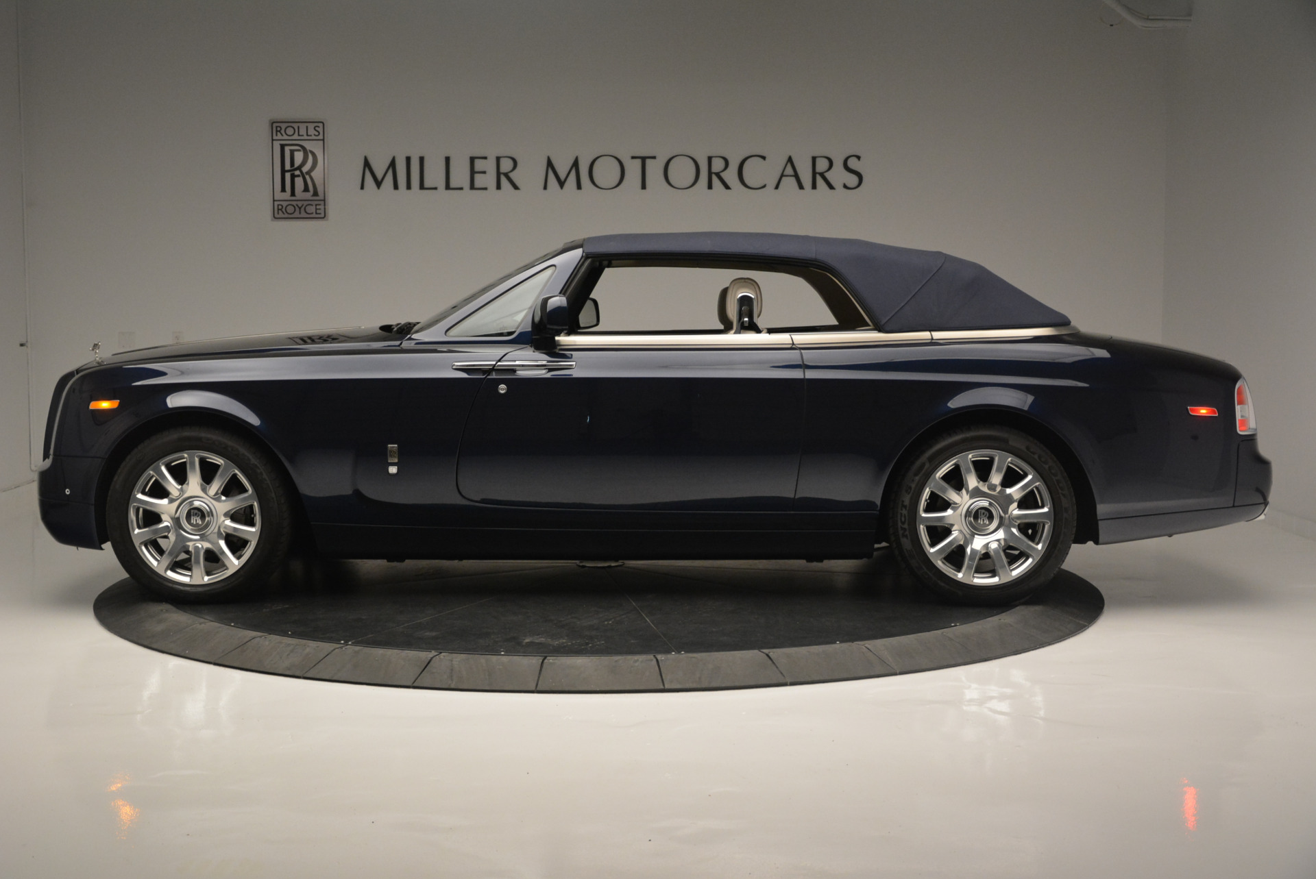 Used 2014 Rolls-Royce Phantom Drophead Coupe  For Sale In Greenwich, CT. Alfa Romeo of Greenwich, R456A 2356_p10