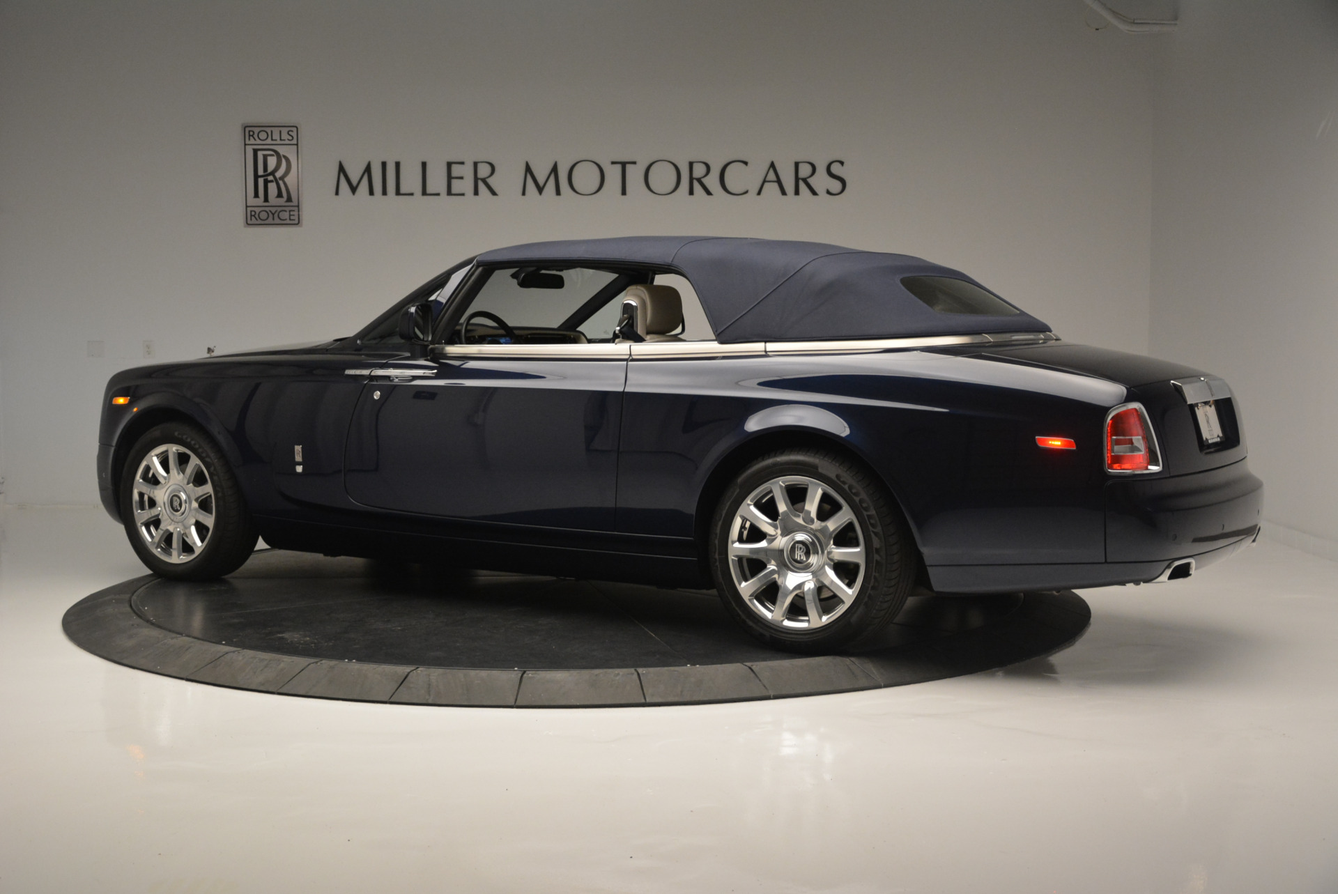Used 2014 Rolls-Royce Phantom Drophead Coupe  For Sale In Greenwich, CT. Alfa Romeo of Greenwich, R456A 2356_p11