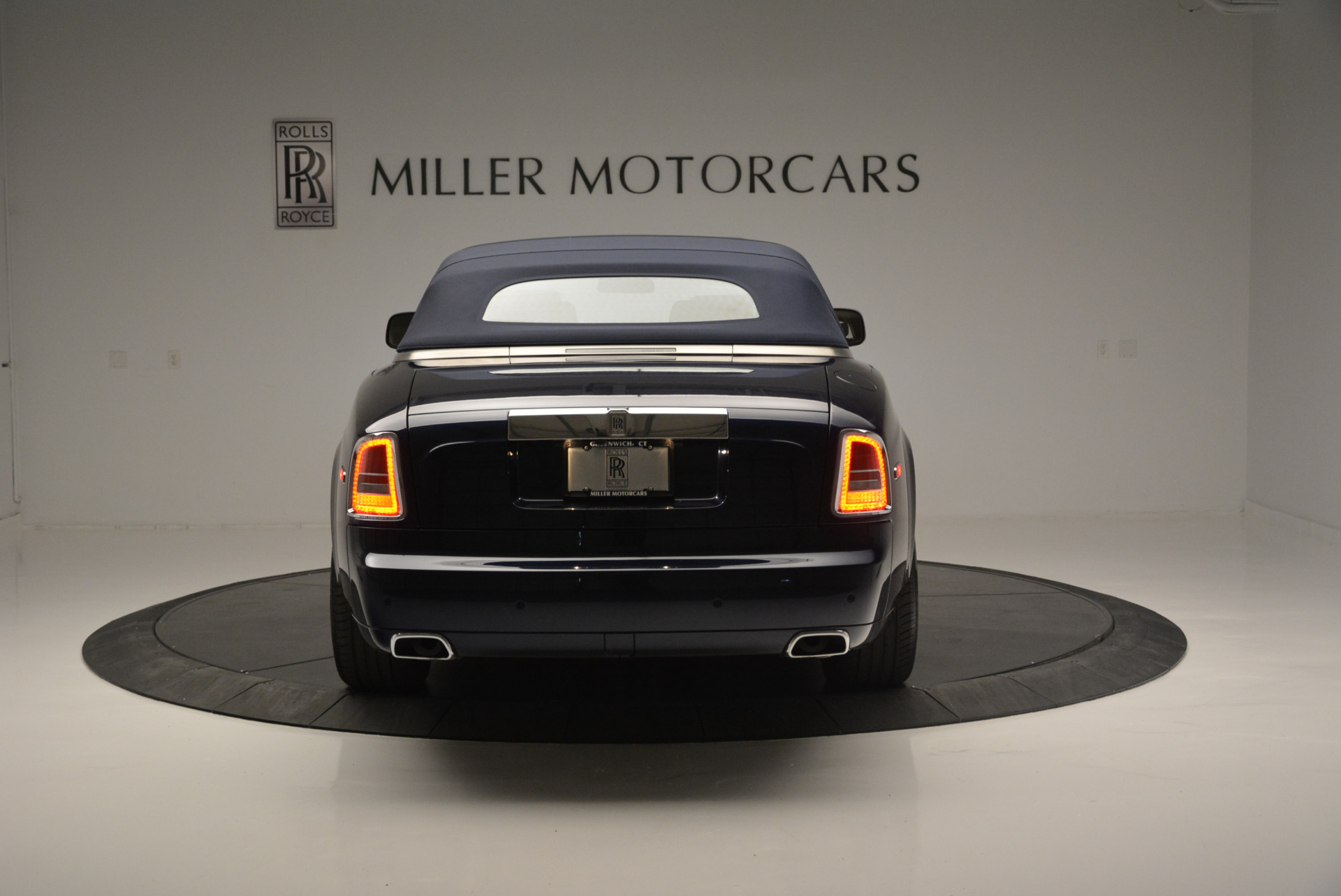 Used 2014 Rolls-Royce Phantom Drophead Coupe  For Sale In Greenwich, CT. Alfa Romeo of Greenwich, 7644 2356_p12