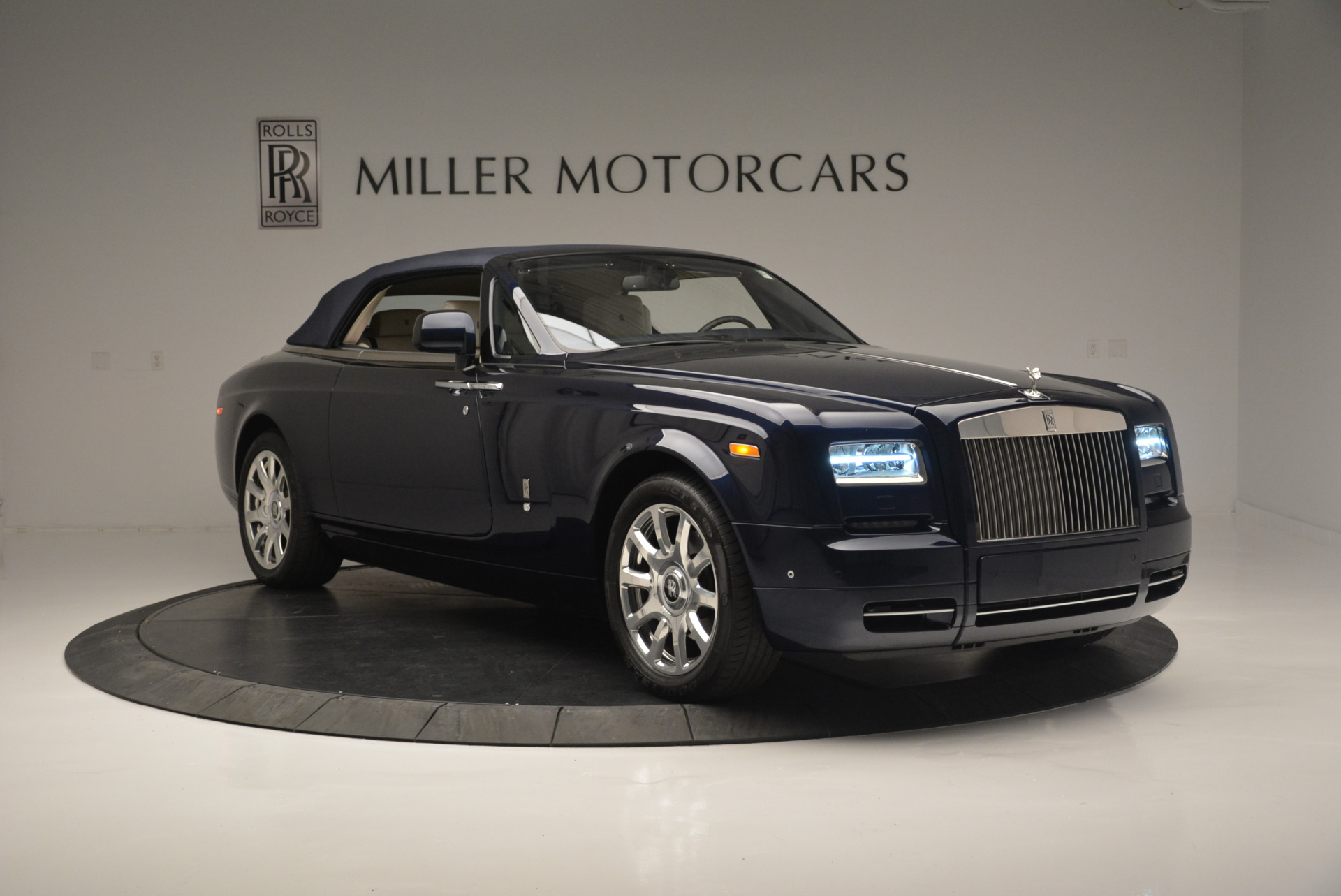 Used 2014 Rolls-Royce Phantom Drophead Coupe  For Sale In Greenwich, CT. Alfa Romeo of Greenwich, 7644 2356_p15
