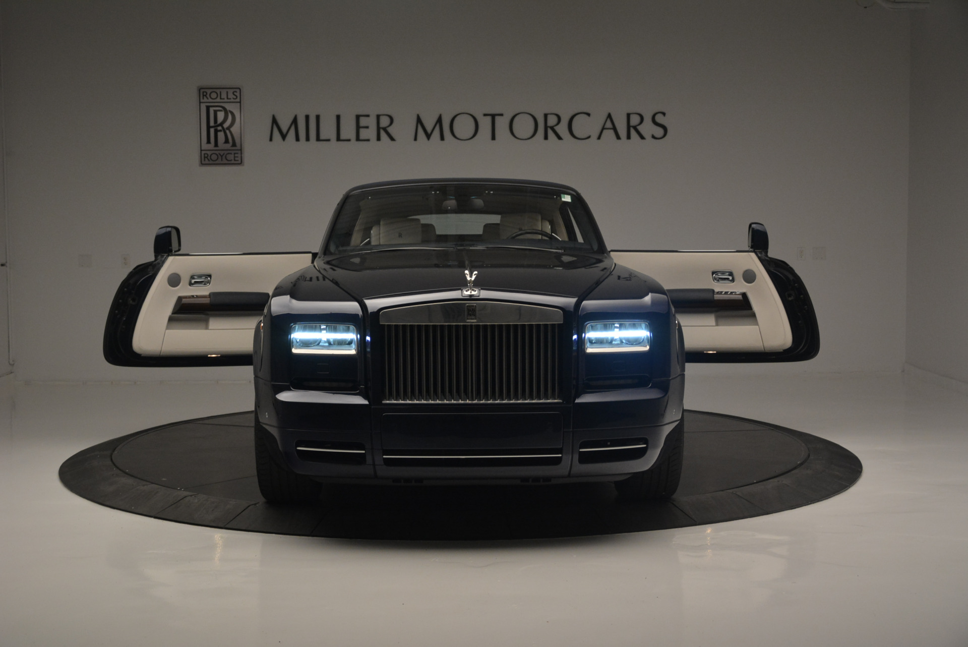 Used 2014 Rolls-Royce Phantom Drophead Coupe  For Sale In Greenwich, CT. Alfa Romeo of Greenwich, 7644 2356_p17