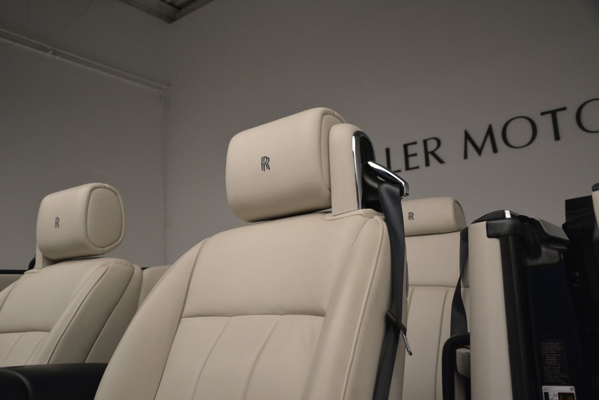 Used 2014 Rolls-Royce Phantom Drophead Coupe  For Sale In Greenwich, CT. Alfa Romeo of Greenwich, 7644 2356_p20