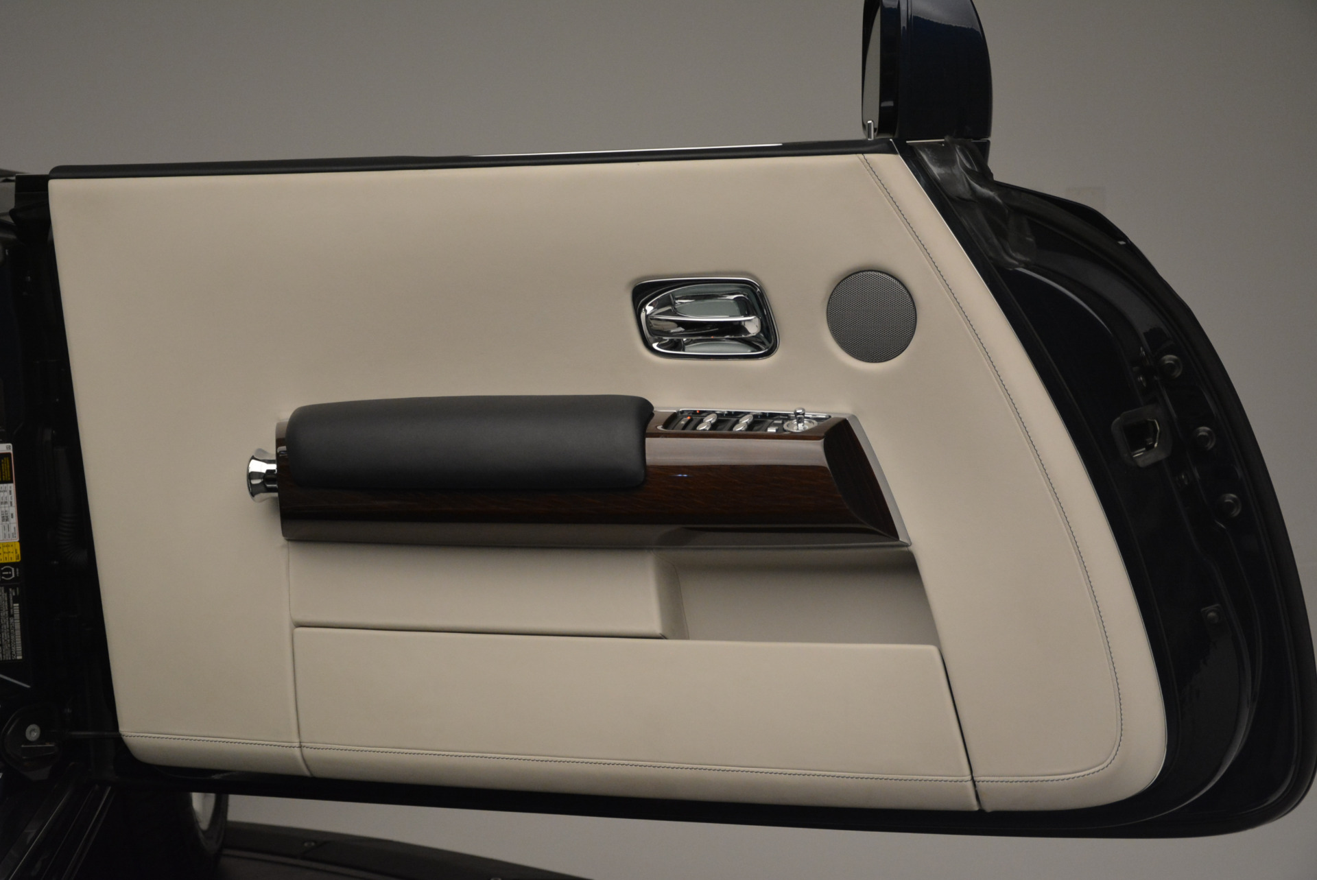 Used 2014 Rolls-Royce Phantom Drophead Coupe  For Sale In Greenwich, CT. Alfa Romeo of Greenwich, 7644 2356_p21