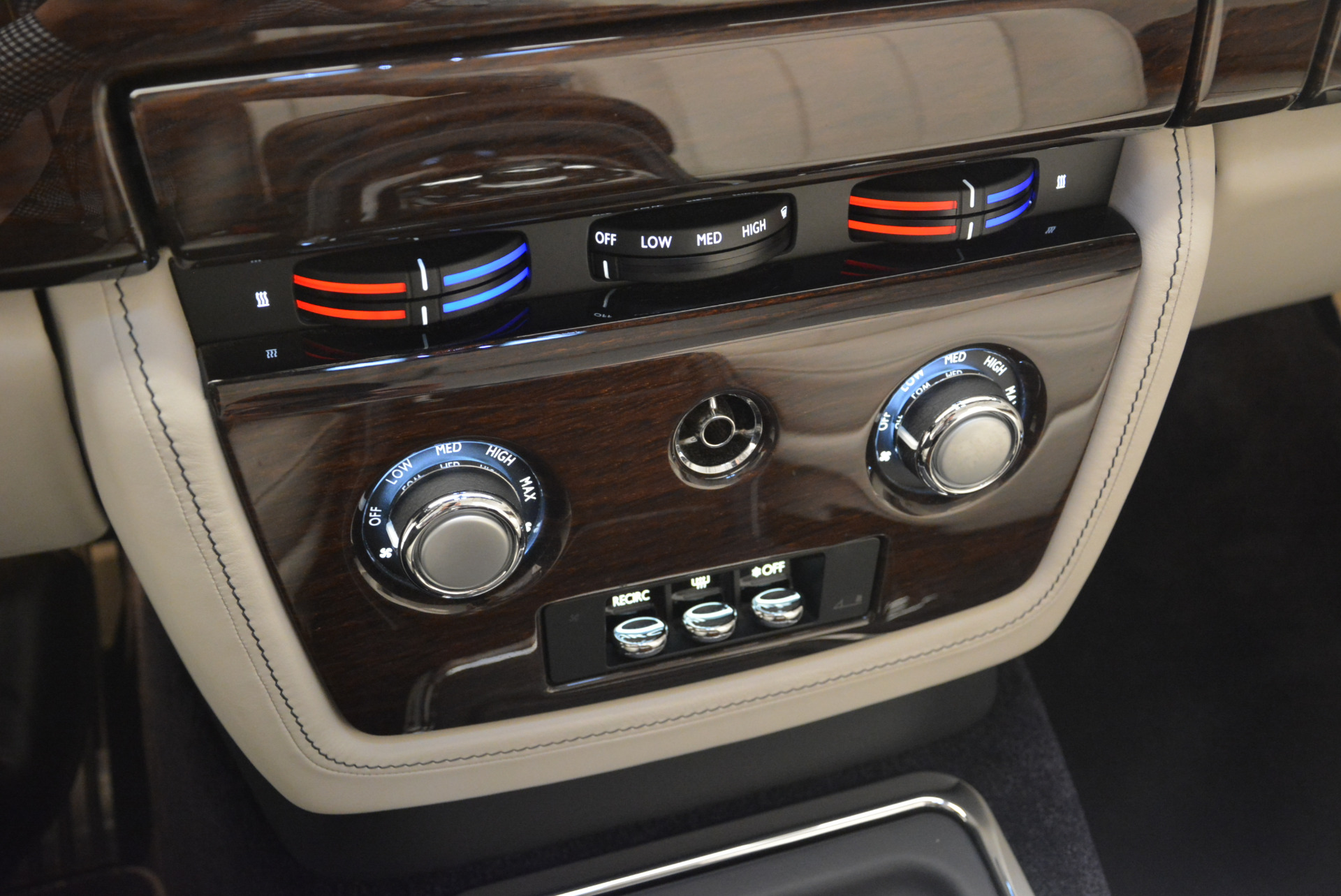 Used 2014 Rolls-Royce Phantom Drophead Coupe  For Sale In Greenwich, CT. Alfa Romeo of Greenwich, 7644 2356_p27