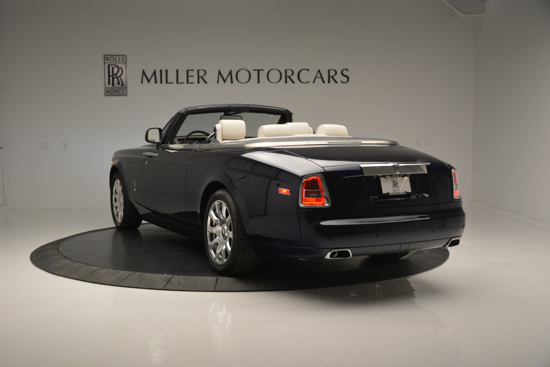 Used 2014 Rolls-Royce Phantom Drophead Coupe  For Sale In Greenwich, CT. Alfa Romeo of Greenwich, 7644 2356_p3