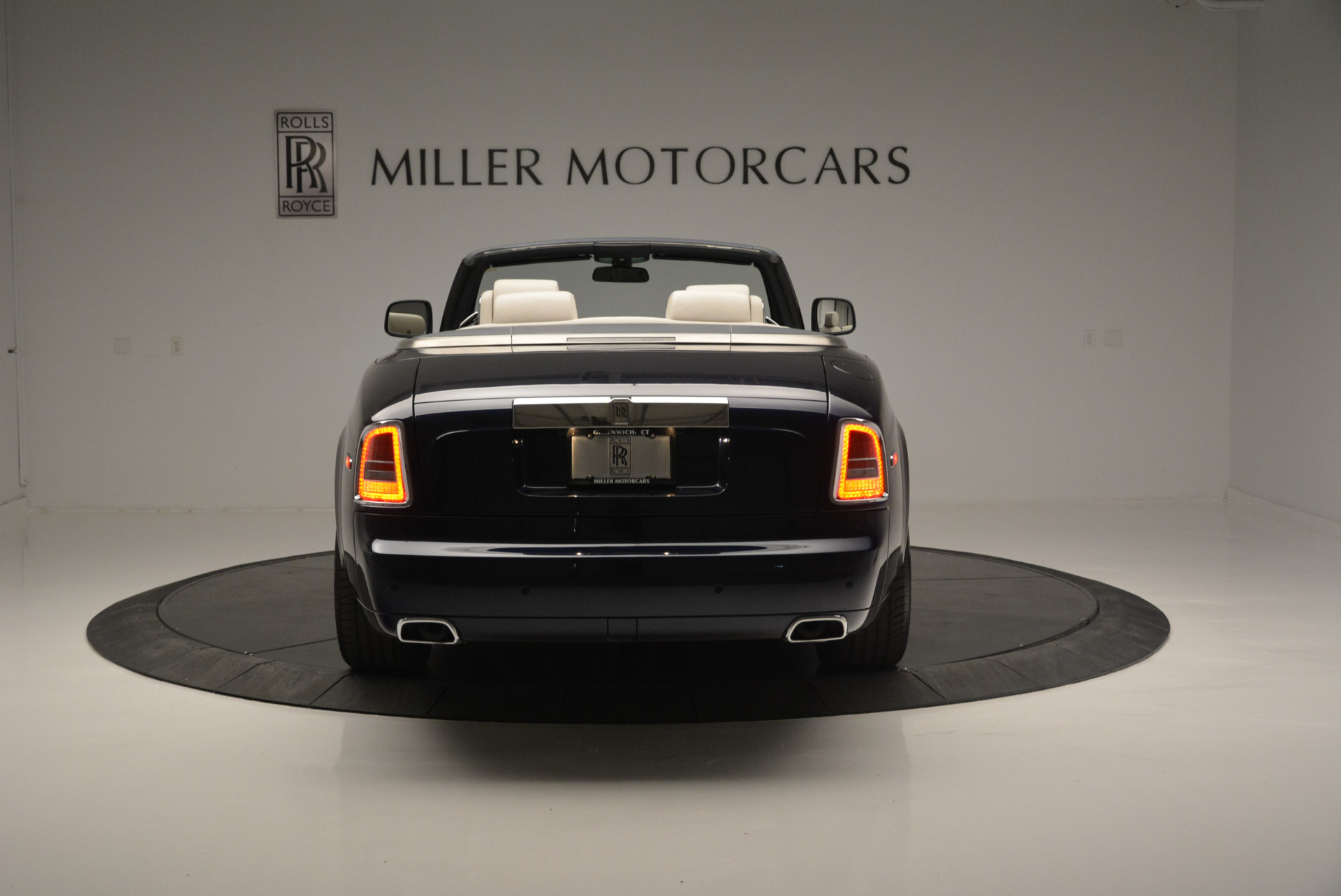 Used 2014 Rolls-Royce Phantom Drophead Coupe  For Sale In Greenwich, CT. Alfa Romeo of Greenwich, 7644 2356_p4