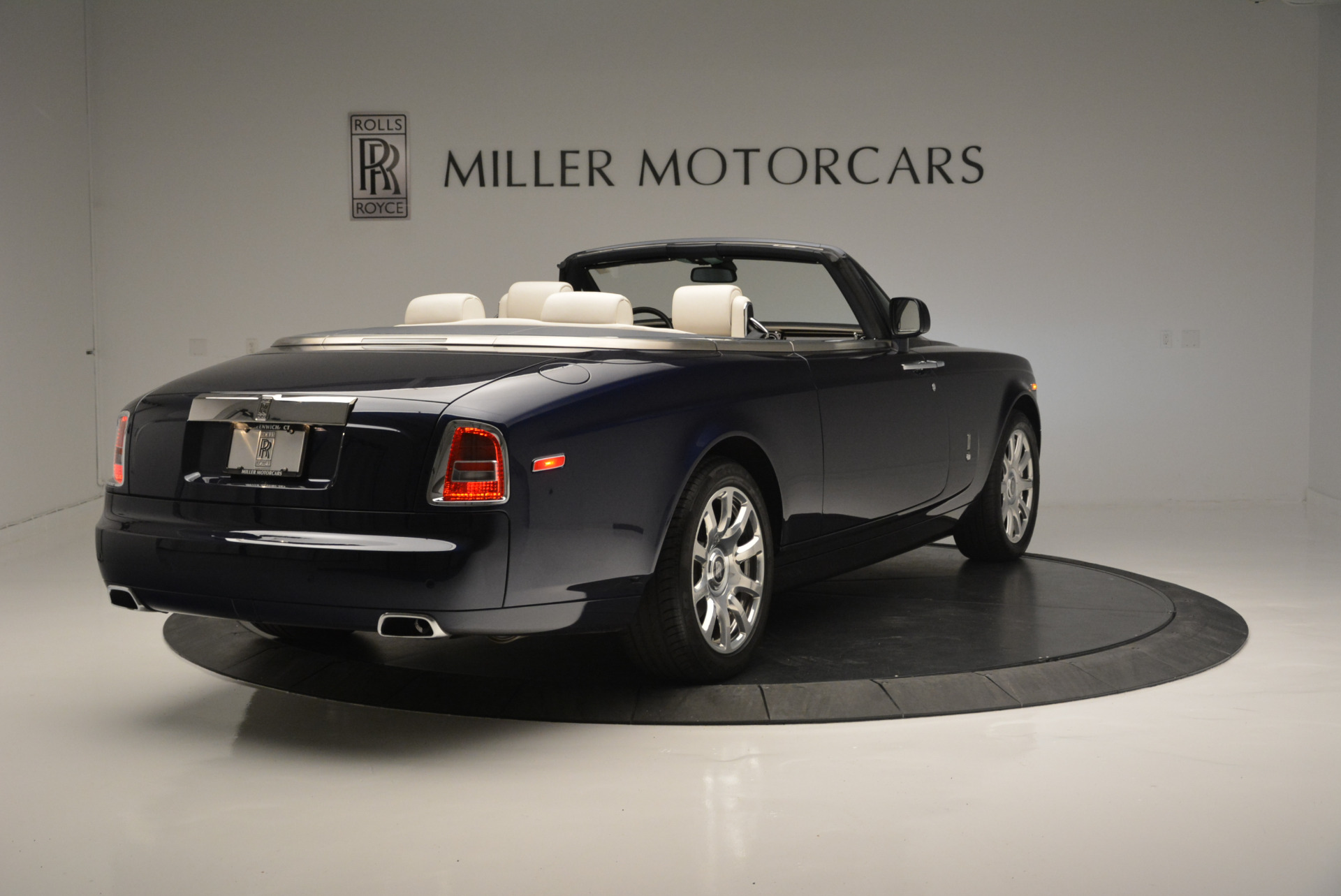Used 2014 Rolls-Royce Phantom Drophead Coupe  For Sale In Greenwich, CT. Alfa Romeo of Greenwich, 7644 2356_p5