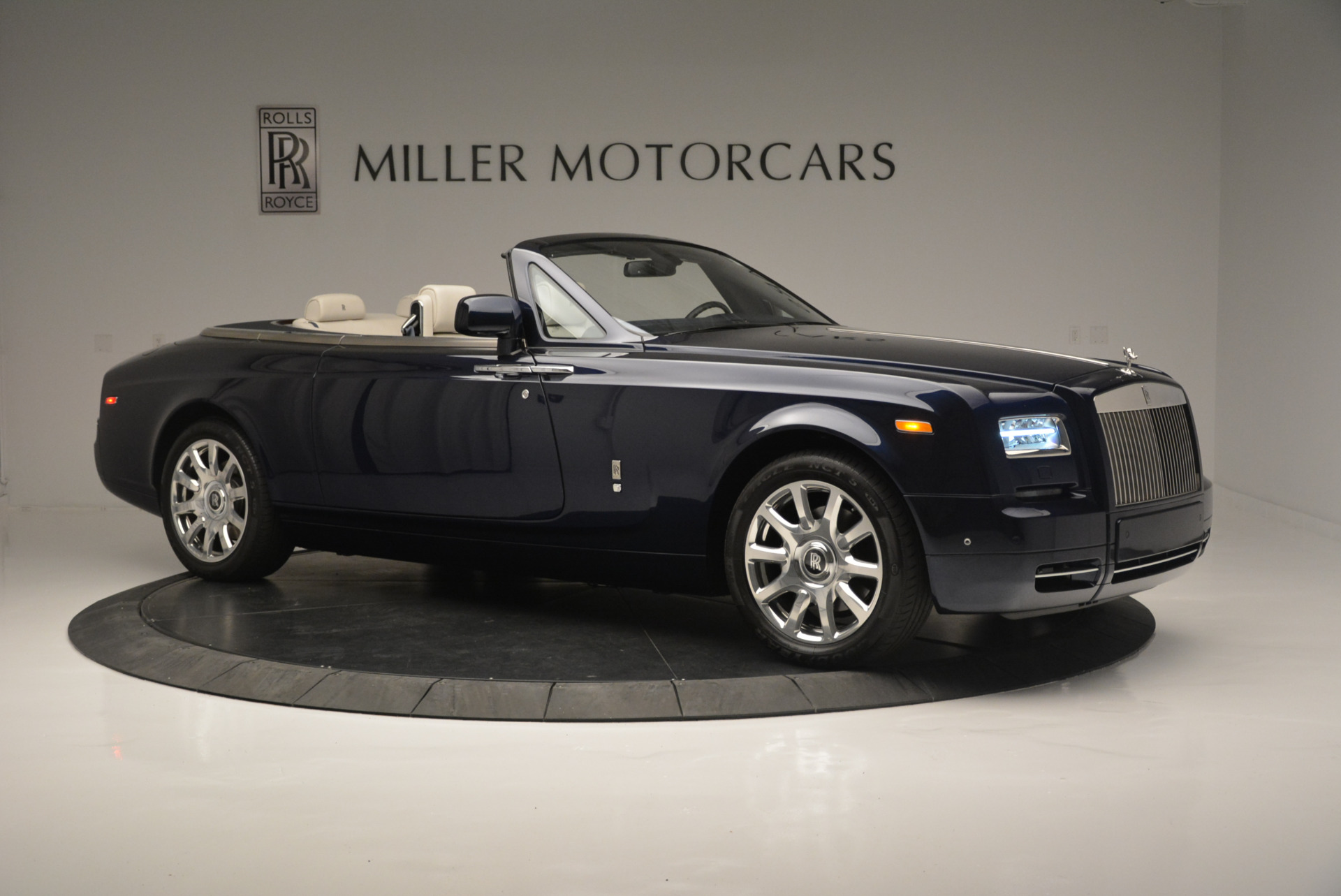 Used 2014 Rolls-Royce Phantom Drophead Coupe  For Sale In Greenwich, CT. Alfa Romeo of Greenwich, 7644 2356_p7