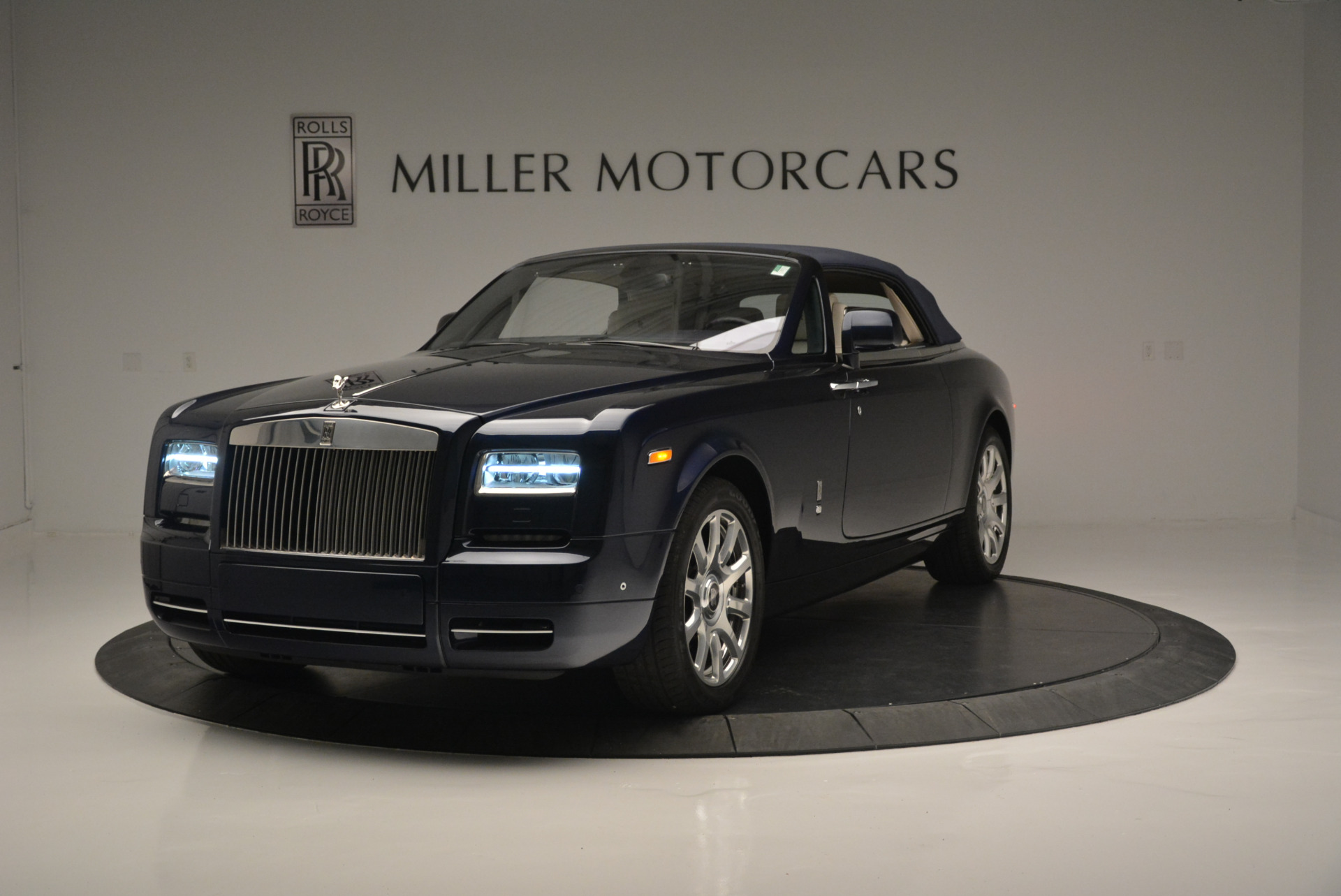 Used 2014 Rolls-Royce Phantom Drophead Coupe  For Sale In Greenwich, CT. Alfa Romeo of Greenwich, 7644 2356_p9