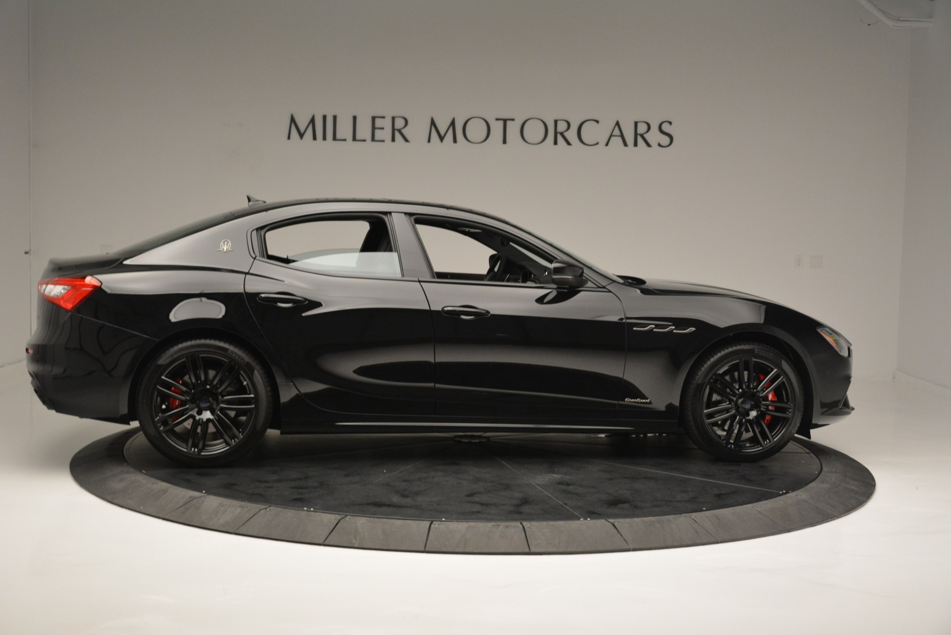 New 2018 Maserati Ghibli SQ4 GranSport Nerissimo For Sale In Greenwich, CT. Alfa Romeo of Greenwich, W603 2372_p9