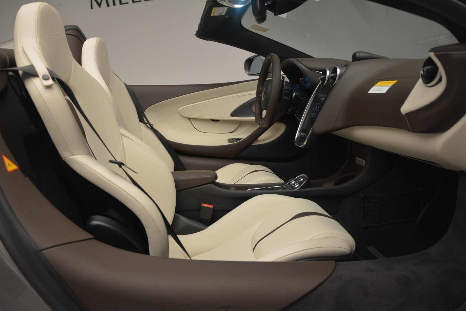 New 2018 McLaren 570S Spider For Sale In Greenwich, CT. Alfa Romeo of Greenwich, MC361 2387_p25