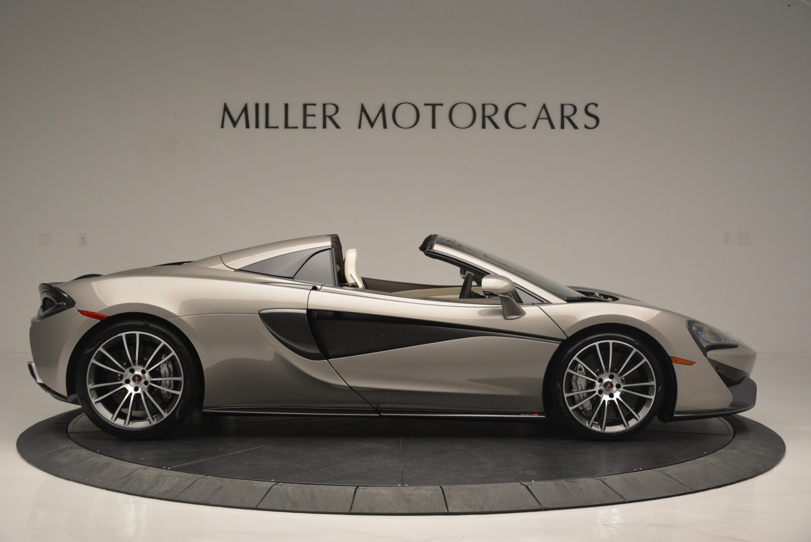 New 2018 McLaren 570S Spider For Sale In Greenwich, CT. Alfa Romeo of Greenwich, MC361 2387_p9