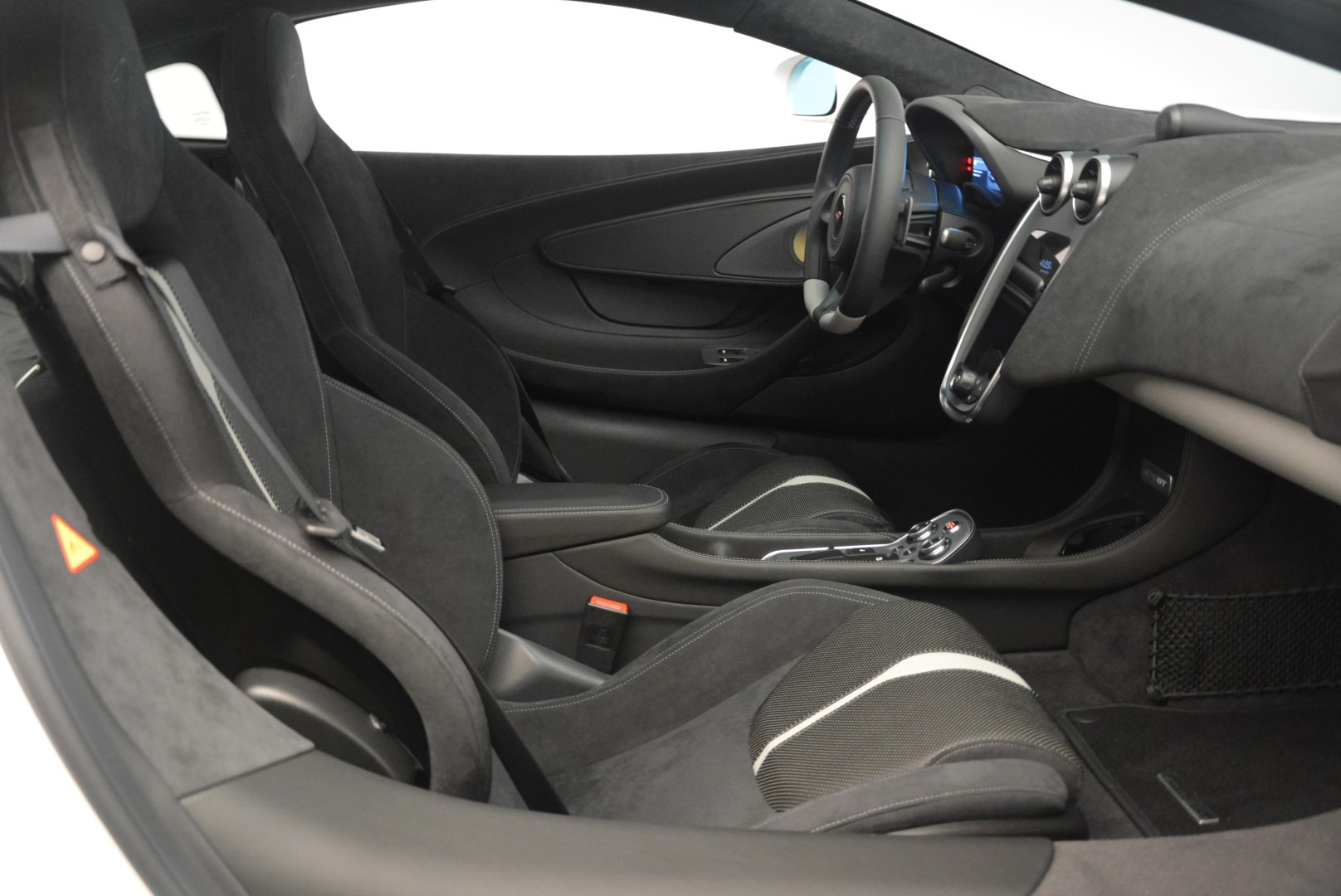 Used 2018 McLaren 570GT  For Sale In Greenwich, CT. Alfa Romeo of Greenwich, MC382 2442_p19