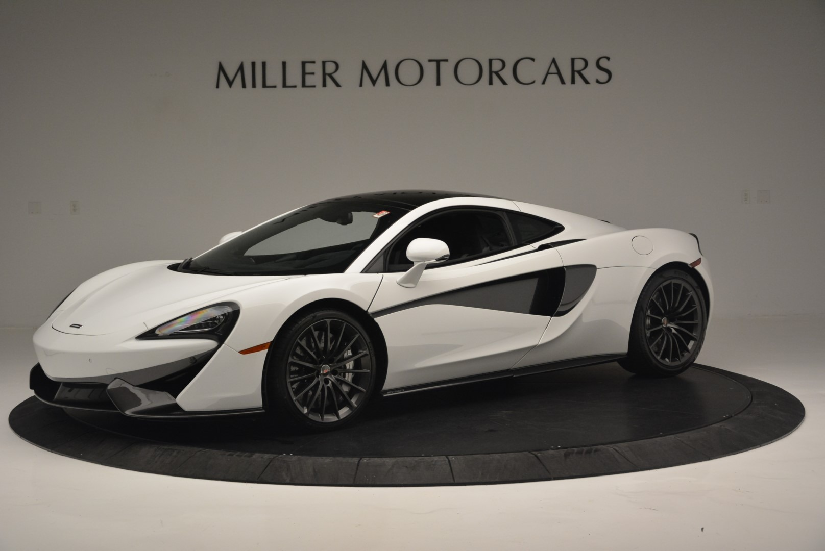Used 2018 McLaren 570GT  For Sale In Greenwich, CT. Alfa Romeo of Greenwich, MC382 2442_p2