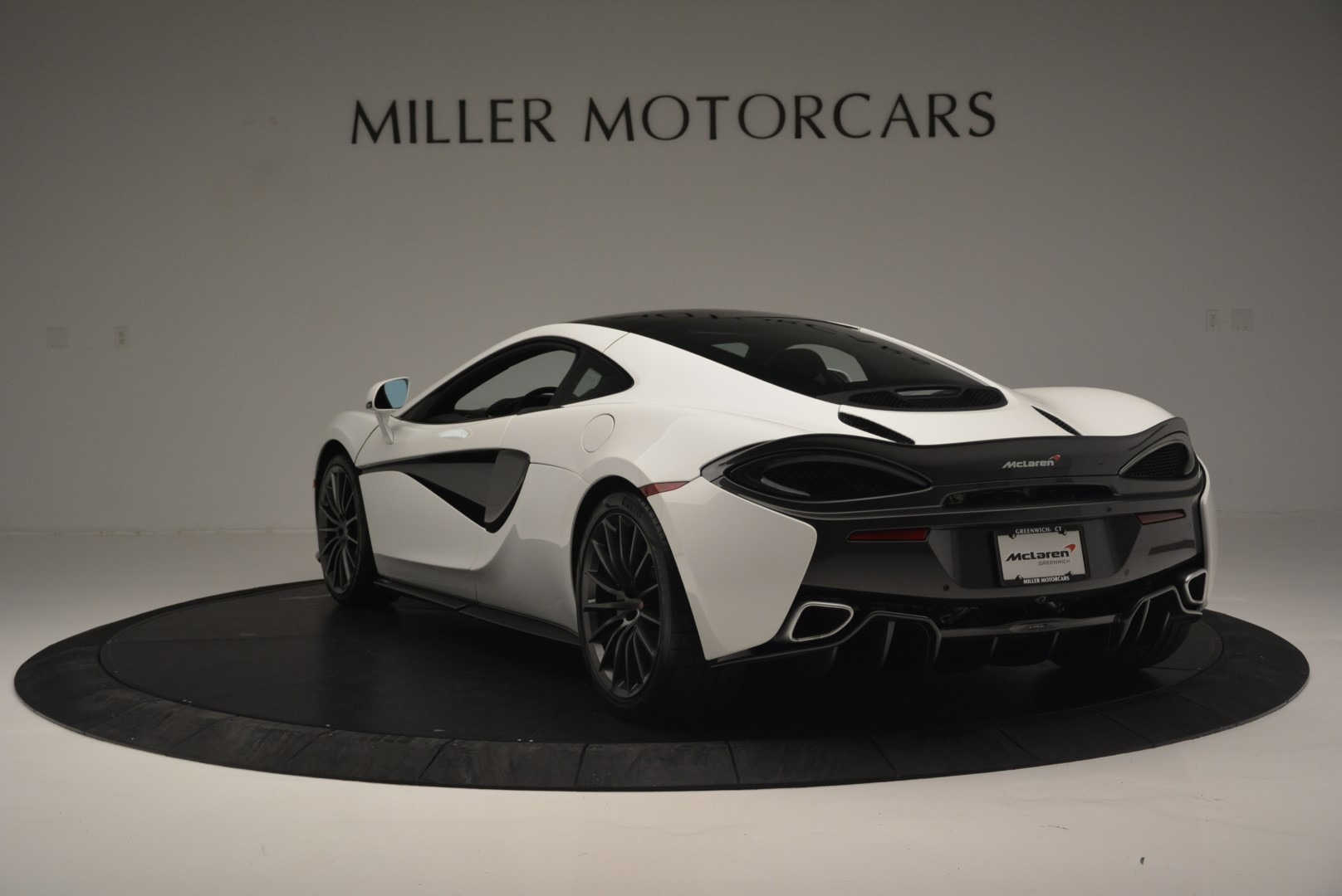 Used 2018 McLaren 570GT  For Sale In Greenwich, CT. Alfa Romeo of Greenwich, MC382 2442_p5