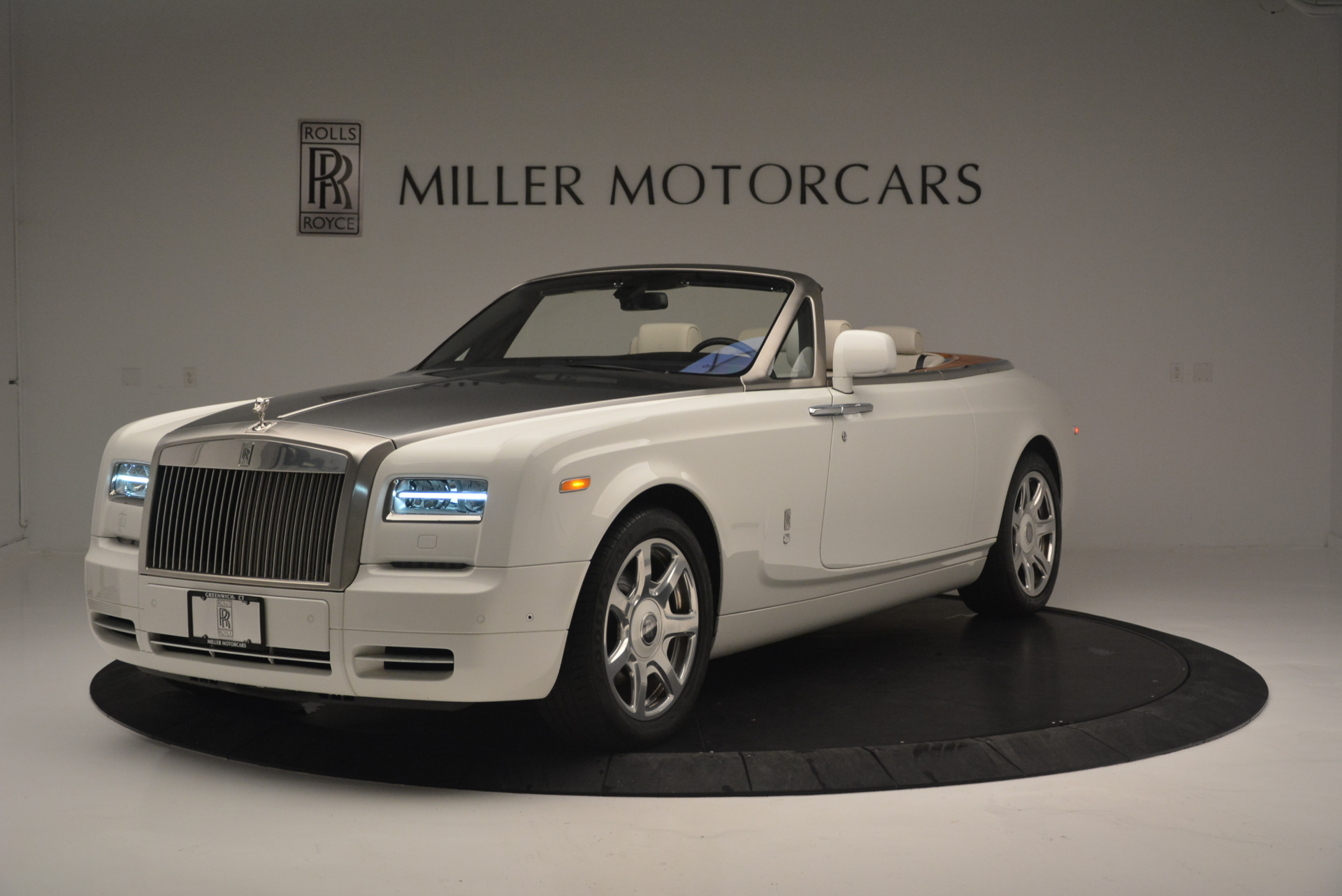 Used 2013 Rolls-Royce Phantom Drophead Coupe  For Sale In Greenwich, CT. Alfa Romeo of Greenwich, R470A 2444_main