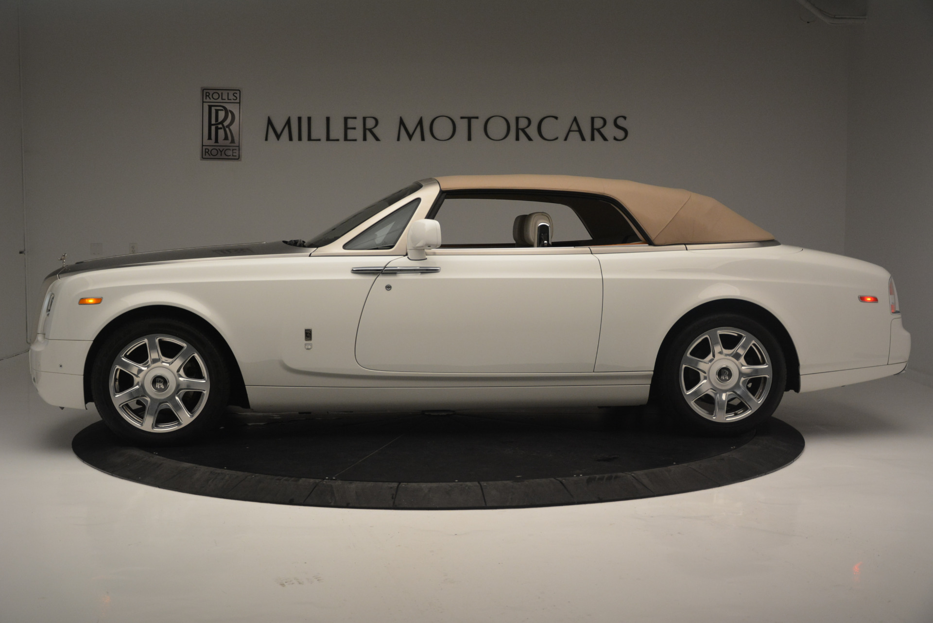 Used 2013 Rolls-Royce Phantom Drophead Coupe  For Sale In Greenwich, CT. Alfa Romeo of Greenwich, R470A 2444_p10