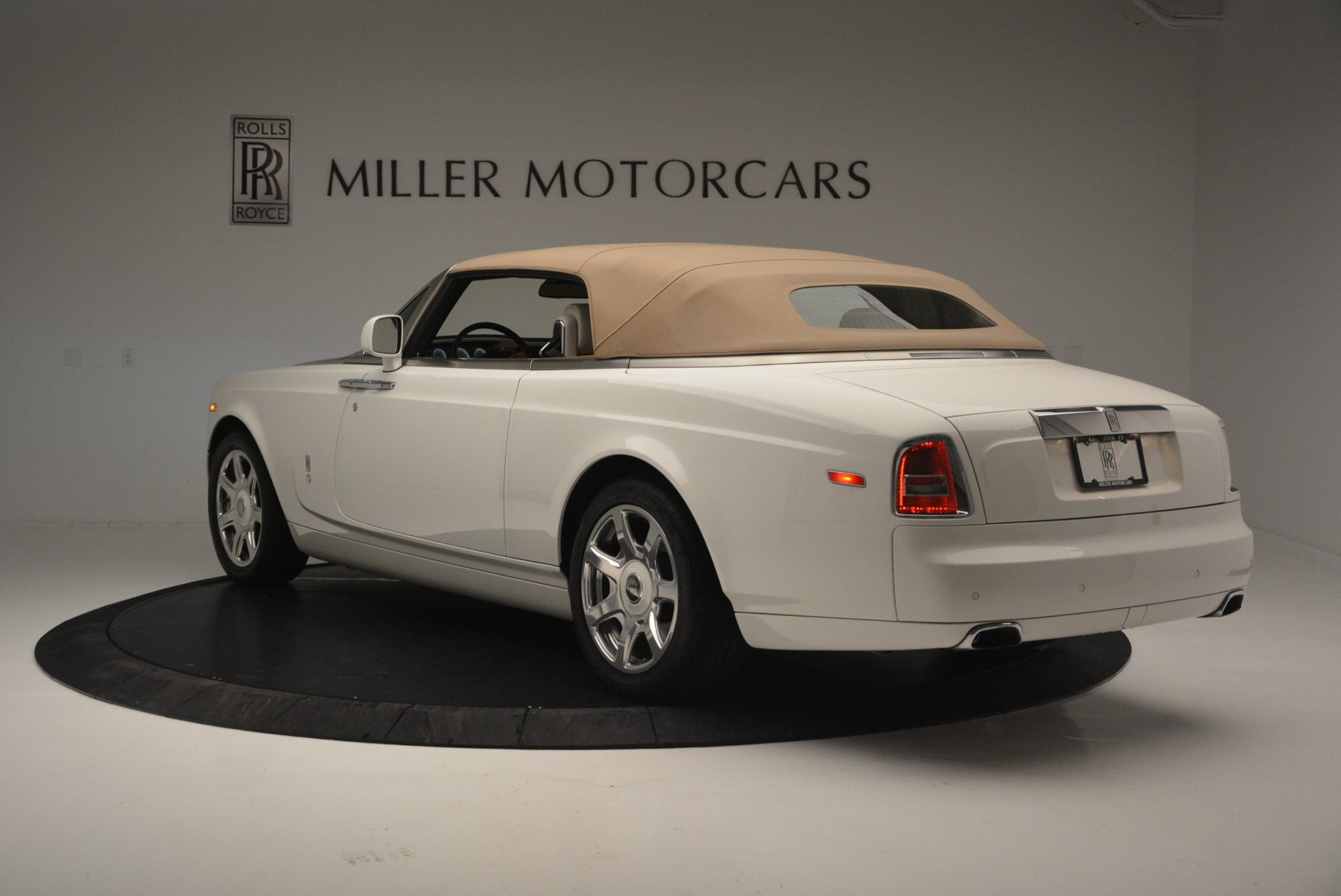 Used 2013 Rolls-Royce Phantom Drophead Coupe  For Sale In Greenwich, CT. Alfa Romeo of Greenwich, R470A 2444_p11