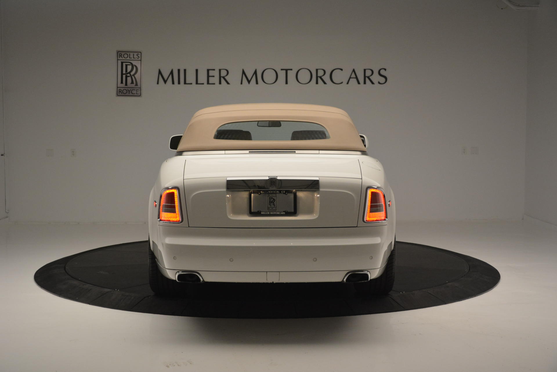 Used 2013 Rolls-Royce Phantom Drophead Coupe  For Sale In Greenwich, CT. Alfa Romeo of Greenwich, R470A 2444_p12