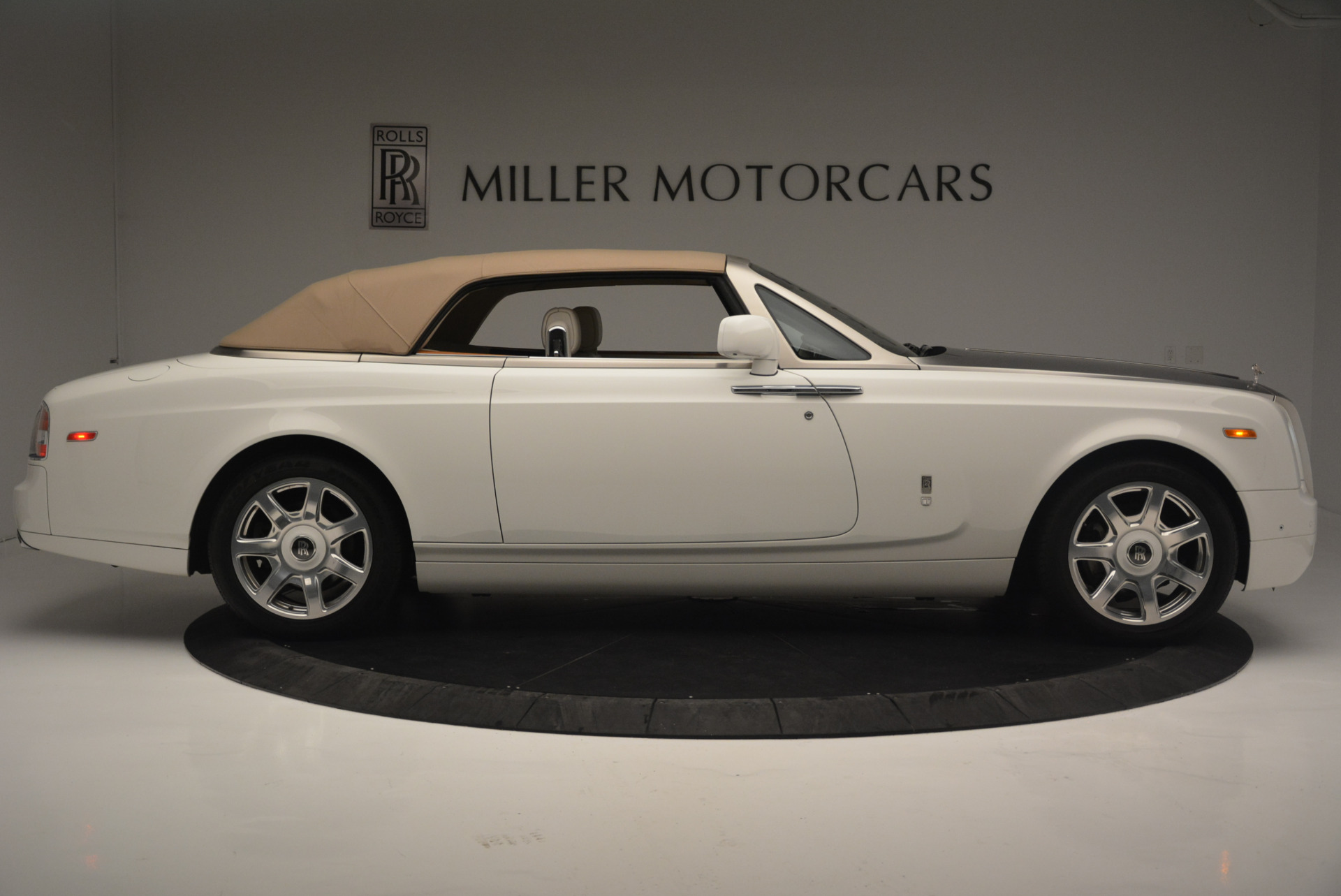 Used 2013 Rolls-Royce Phantom Drophead Coupe  For Sale In Greenwich, CT. Alfa Romeo of Greenwich, R470A 2444_p14