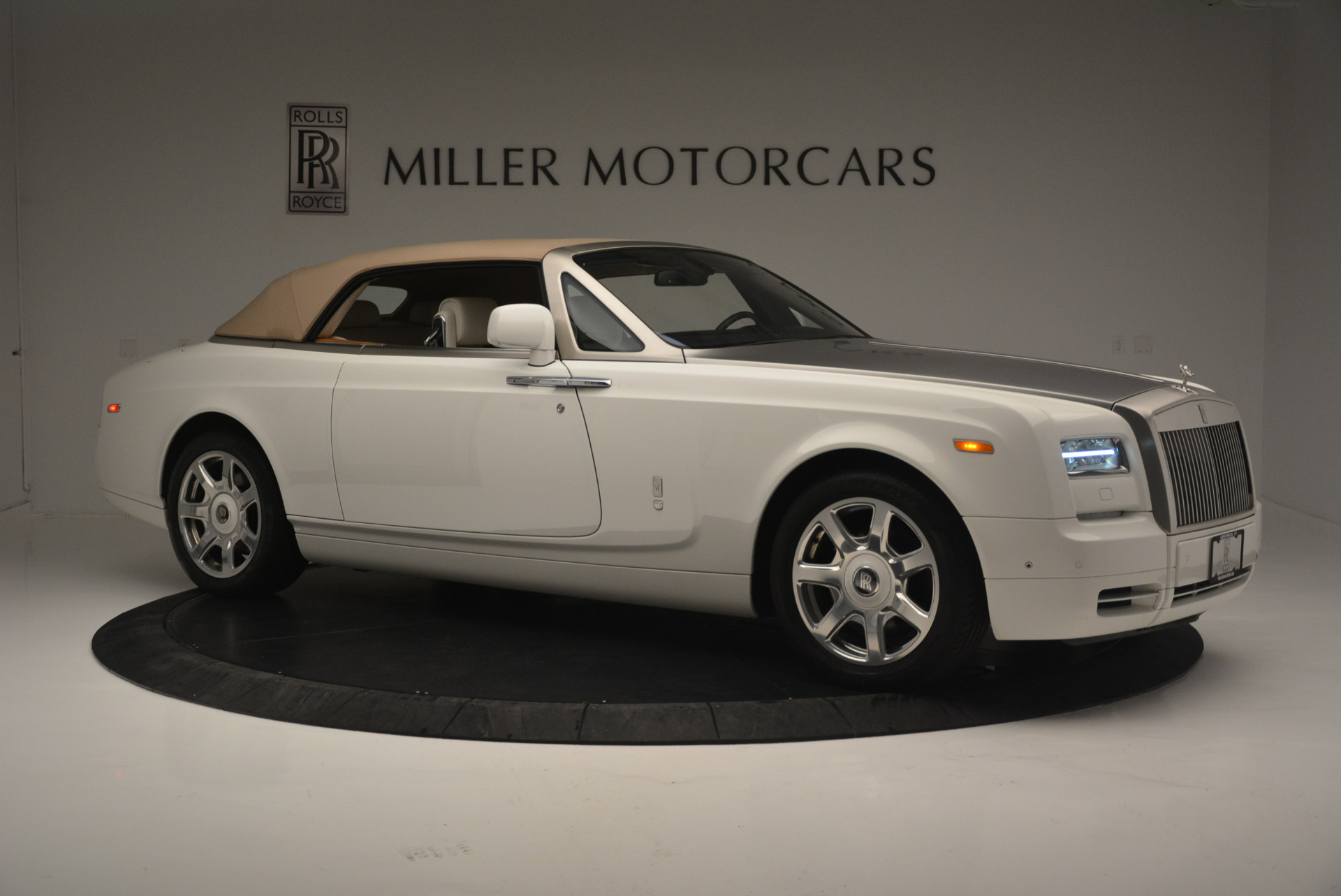 Used 2013 Rolls-Royce Phantom Drophead Coupe  For Sale In Greenwich, CT. Alfa Romeo of Greenwich, R470A 2444_p15