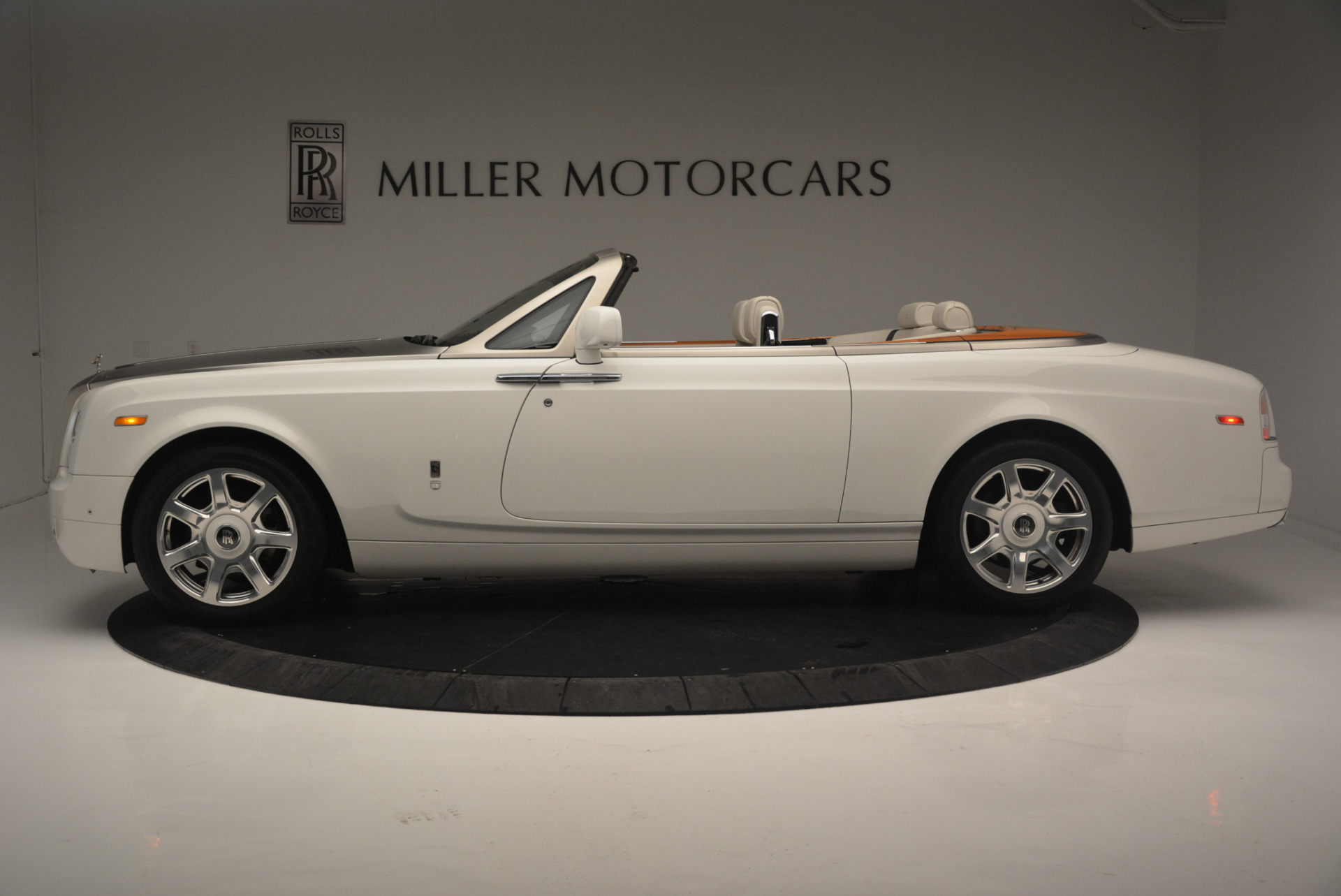 Used 2013 Rolls-Royce Phantom Drophead Coupe  For Sale In Greenwich, CT. Alfa Romeo of Greenwich, R470A 2444_p2