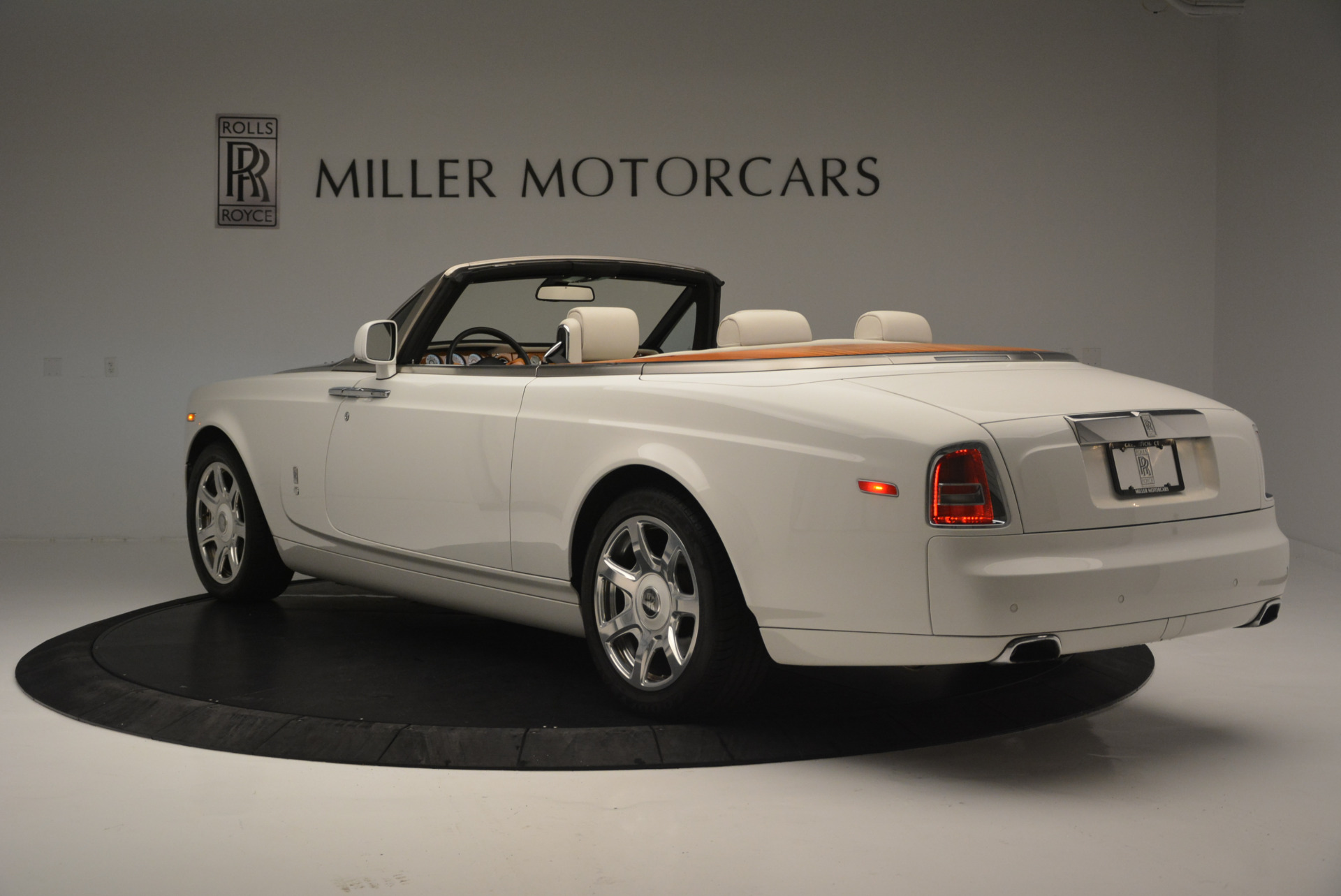 Used 2013 Rolls-Royce Phantom Drophead Coupe  For Sale In Greenwich, CT. Alfa Romeo of Greenwich, R470A 2444_p3