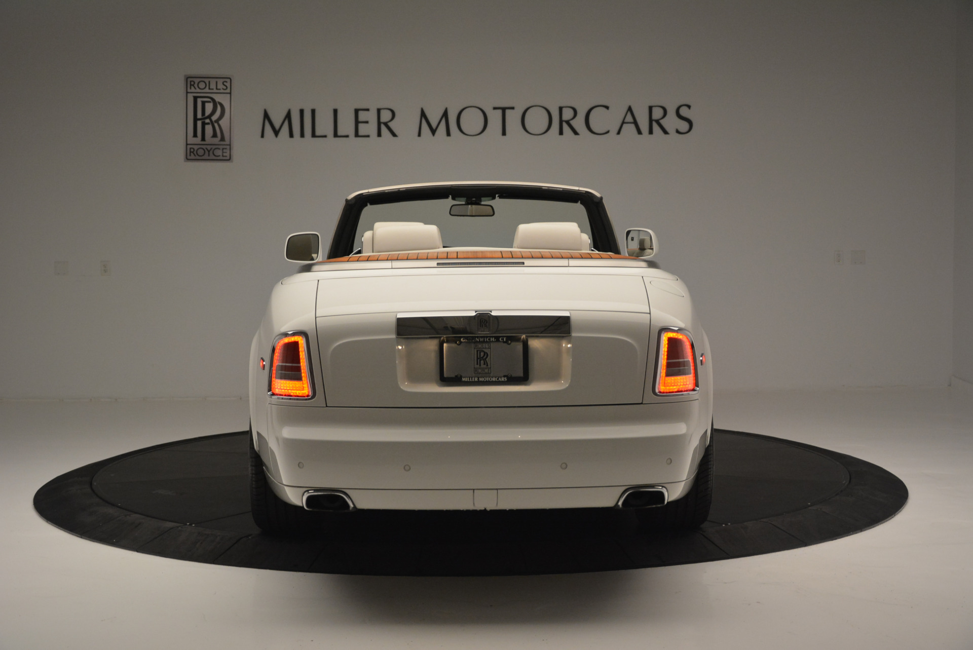 Used 2013 Rolls-Royce Phantom Drophead Coupe  For Sale In Greenwich, CT. Alfa Romeo of Greenwich, R470A 2444_p4