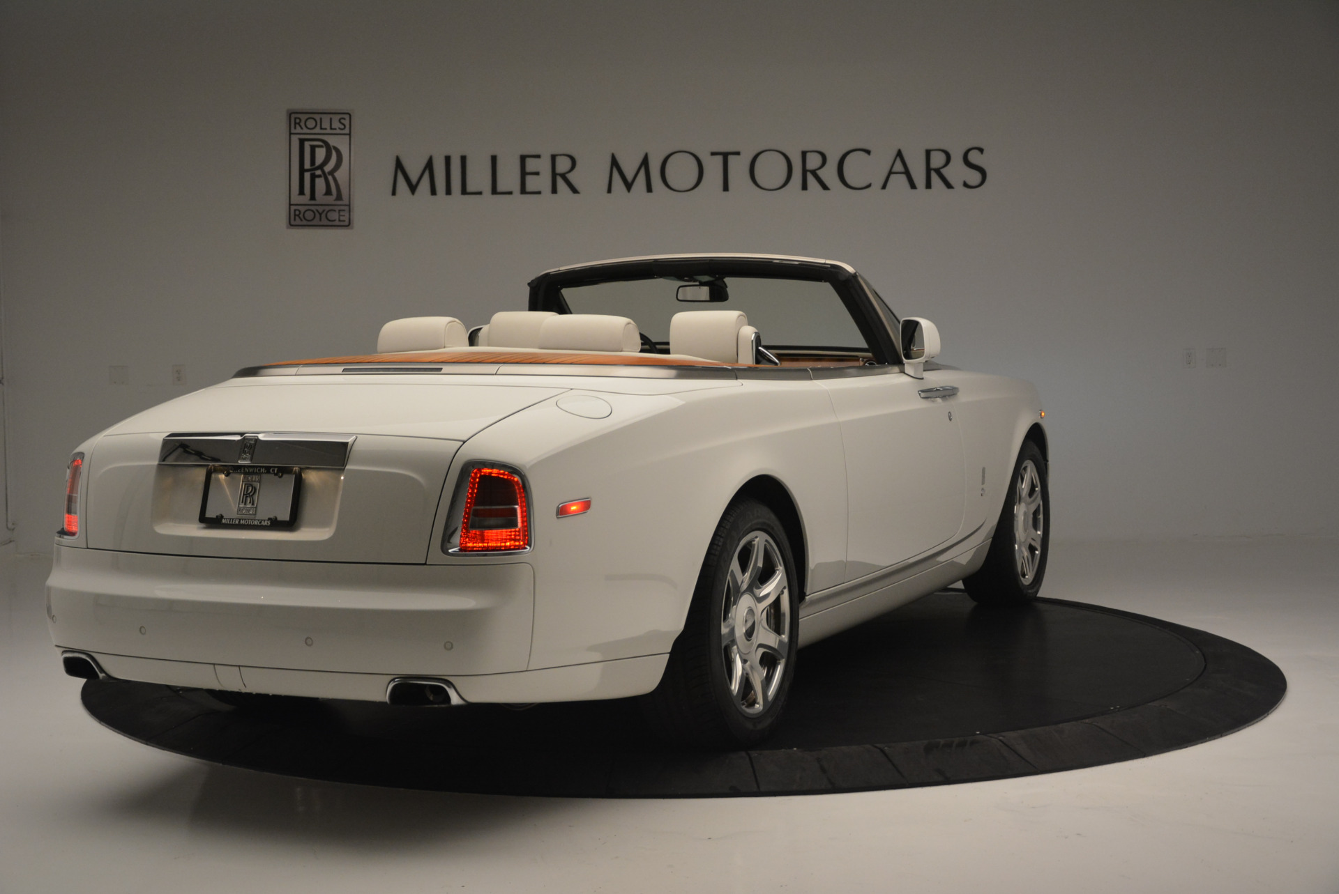 Used 2013 Rolls-Royce Phantom Drophead Coupe  For Sale In Greenwich, CT. Alfa Romeo of Greenwich, R470A 2444_p5