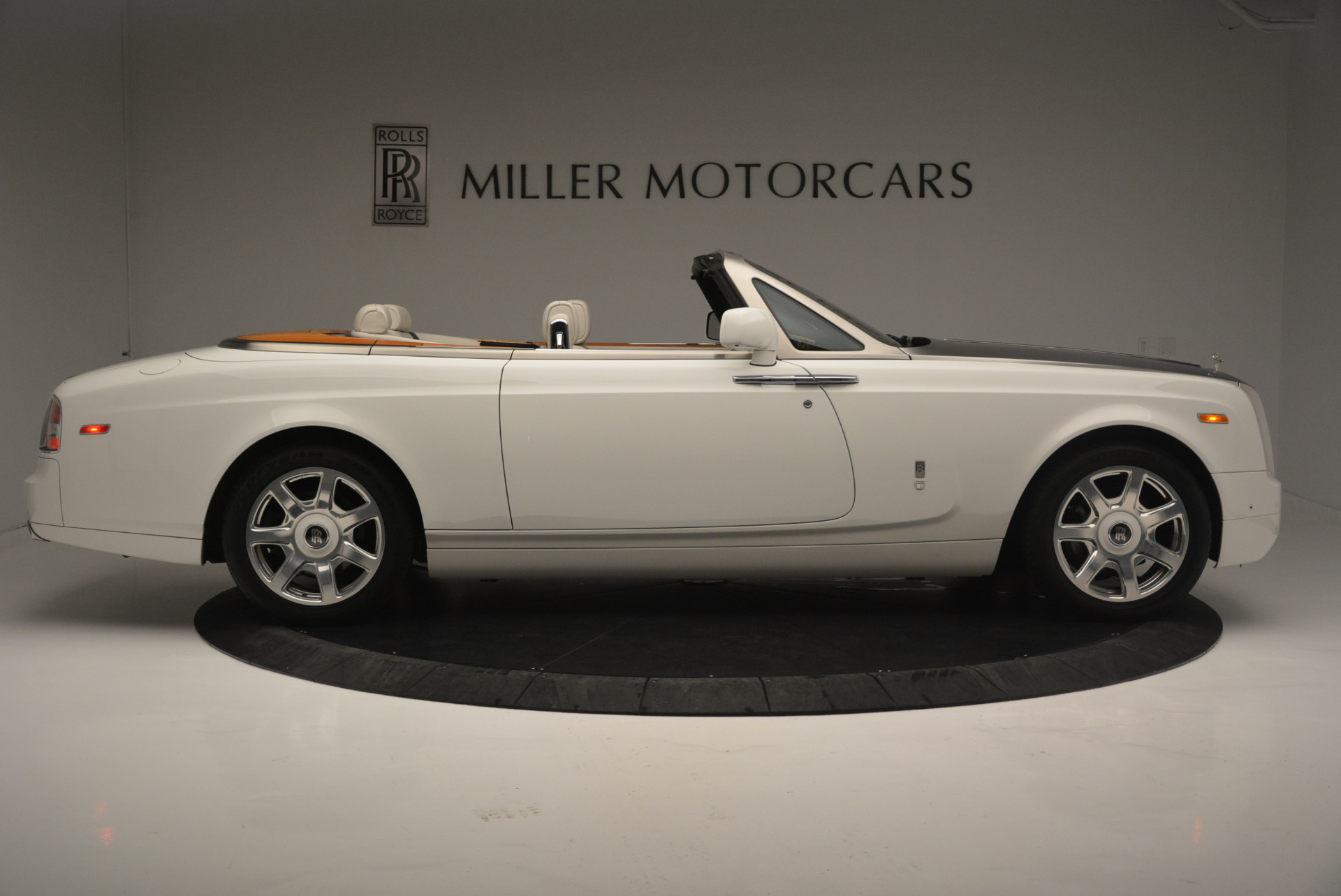 Used 2013 Rolls-Royce Phantom Drophead Coupe  For Sale In Greenwich, CT. Alfa Romeo of Greenwich, R470A 2444_p6