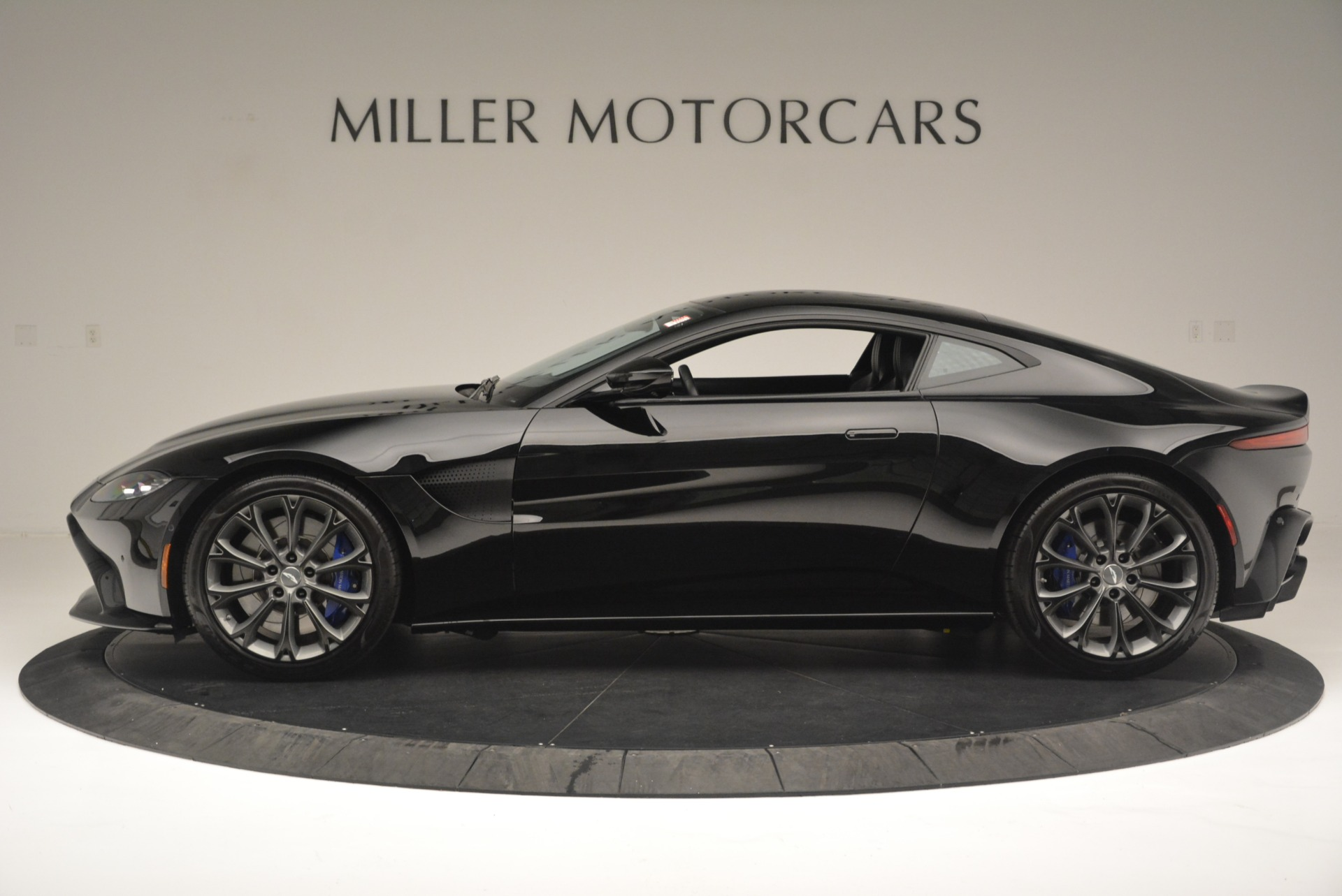 Used 2019 Aston Martin Vantage Coupe For Sale In Greenwich, CT. Alfa Romeo of Greenwich, A1305B 2445_p3