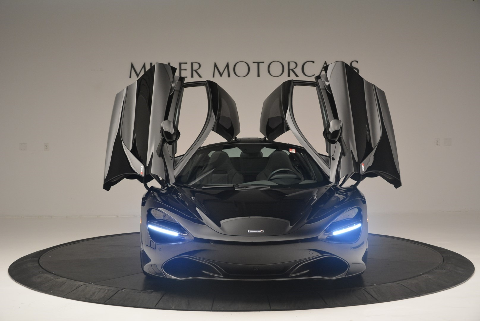 Used 2018 McLaren 720S Coupe For Sale In Greenwich, CT. Alfa Romeo of Greenwich, MC372 2449_p13