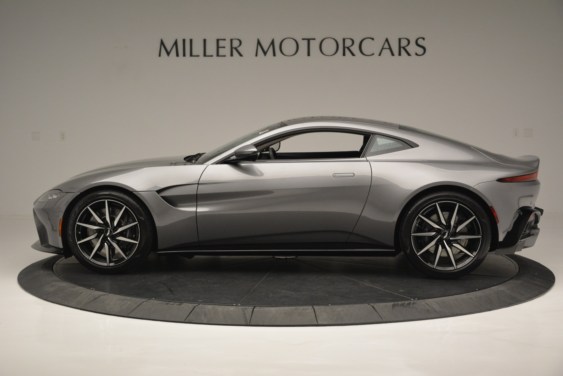 New 2019 Aston Martin Vantage  For Sale In Greenwich, CT. Alfa Romeo of Greenwich, A1313 2452_p3