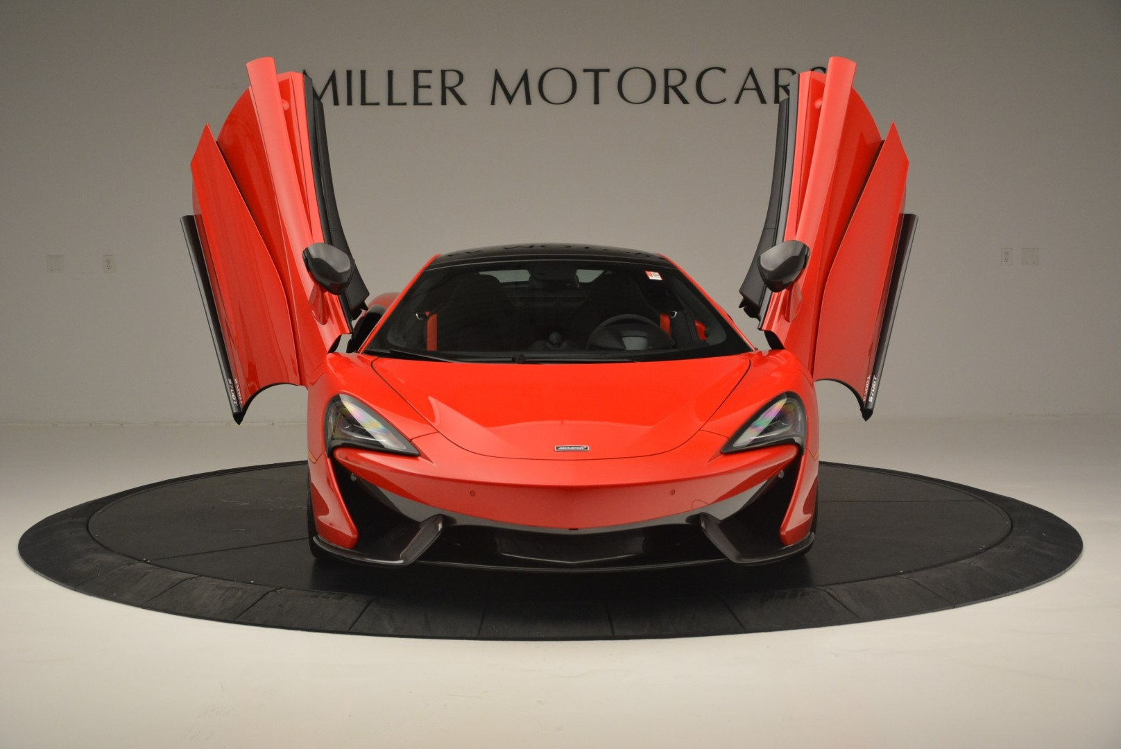 Used 2018 McLaren 570GT  For Sale In Greenwich, CT. Alfa Romeo of Greenwich, MC384 2462_p13