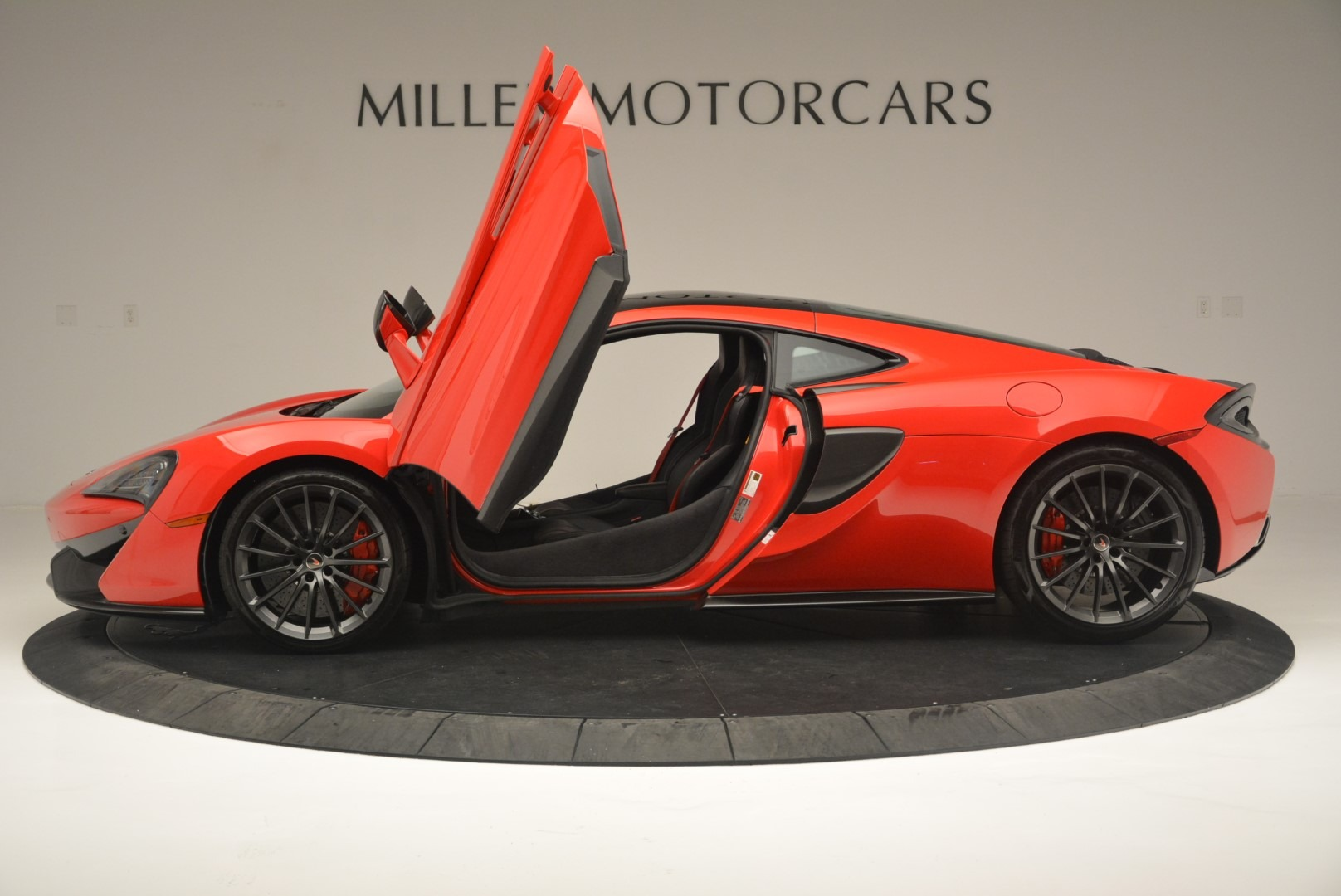 Used 2018 McLaren 570GT  For Sale In Greenwich, CT. Alfa Romeo of Greenwich, MC384 2462_p15