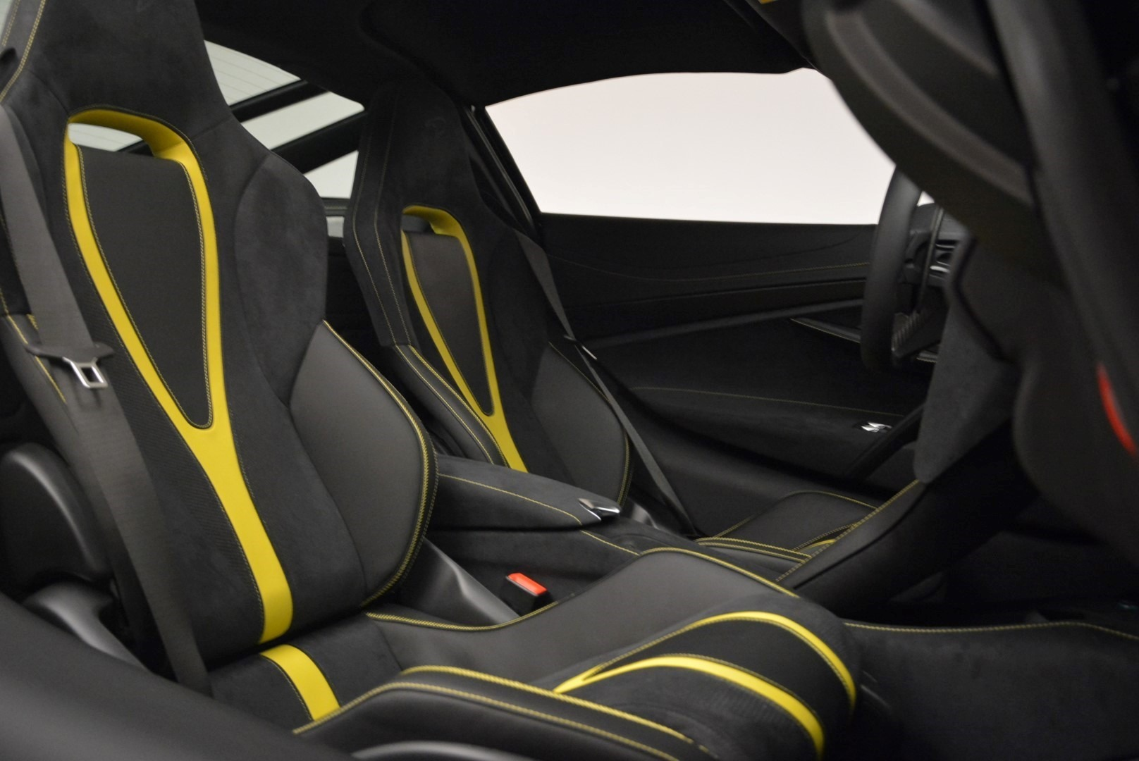 Used 2018 McLaren 720S Coupe For Sale In Greenwich, CT. Alfa Romeo of Greenwich, 3143 2474_p20
