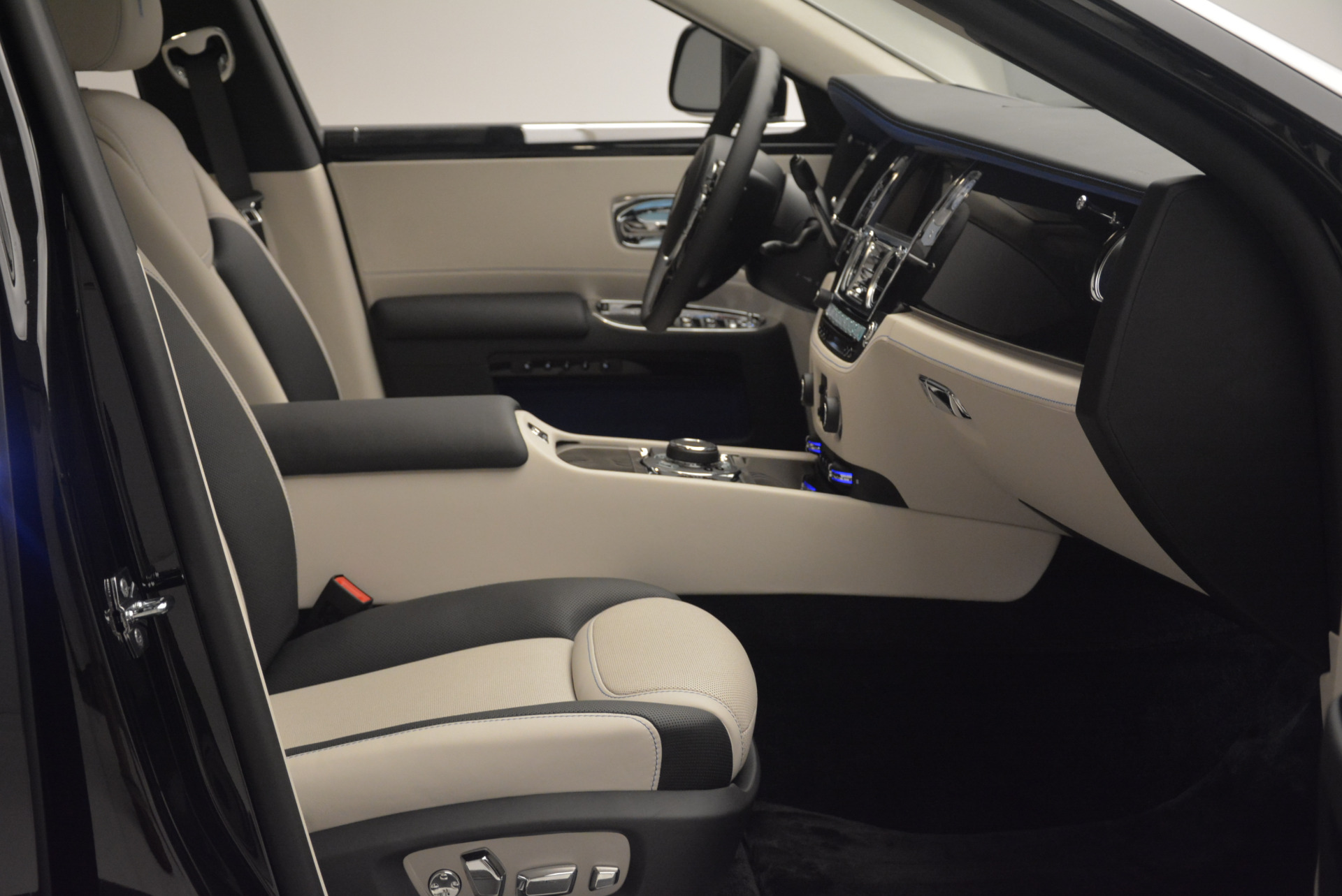 Used 2019 Rolls-Royce Ghost  For Sale In Greenwich, CT. Alfa Romeo of Greenwich, R473 2485_p11