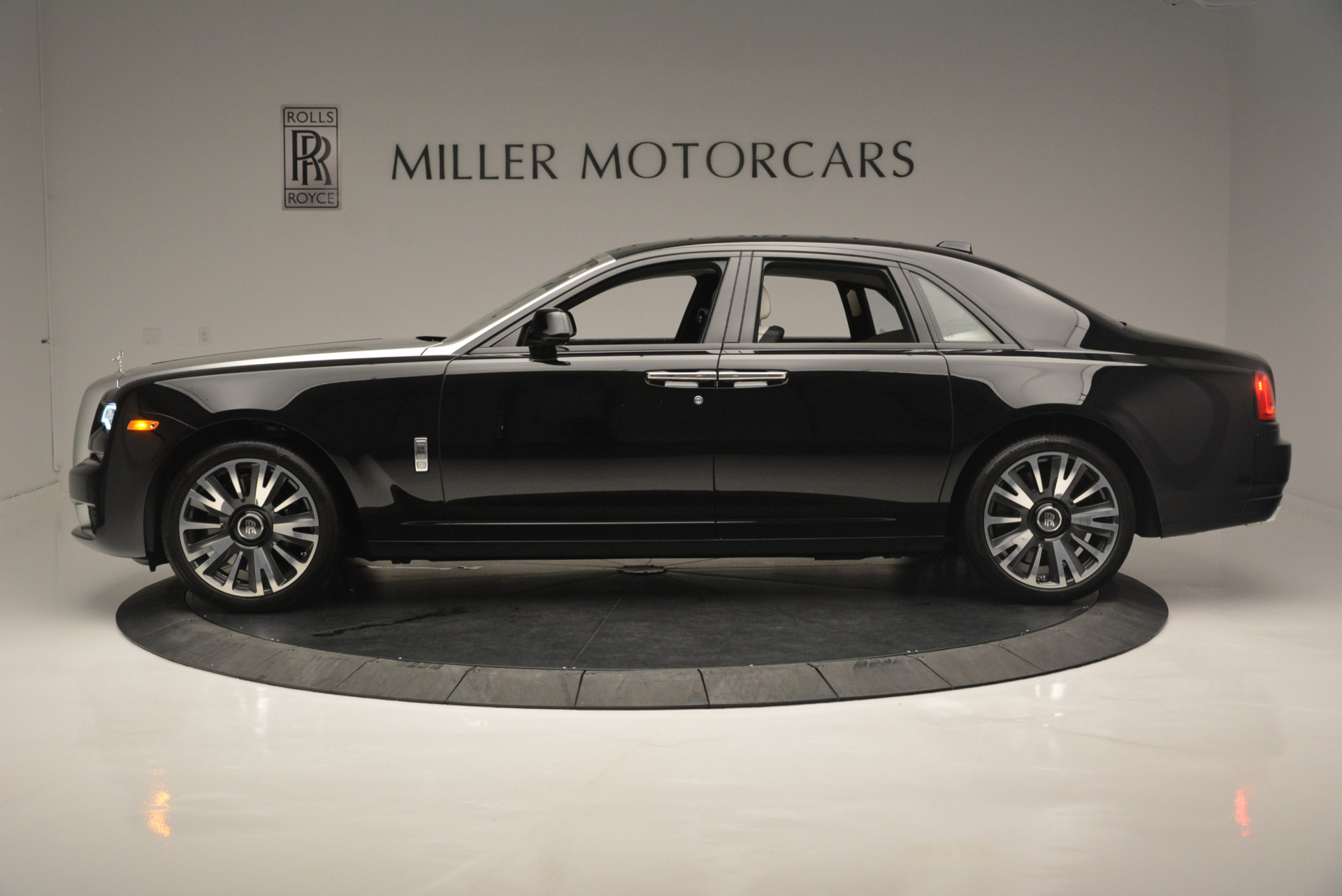 Used 2019 Rolls-Royce Ghost  For Sale In Greenwich, CT. Alfa Romeo of Greenwich, R473 2485_p3