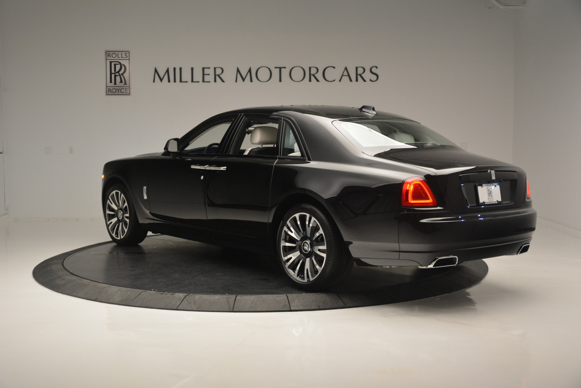 Used 2019 Rolls-Royce Ghost  For Sale In Greenwich, CT. Alfa Romeo of Greenwich, R473 2485_p4