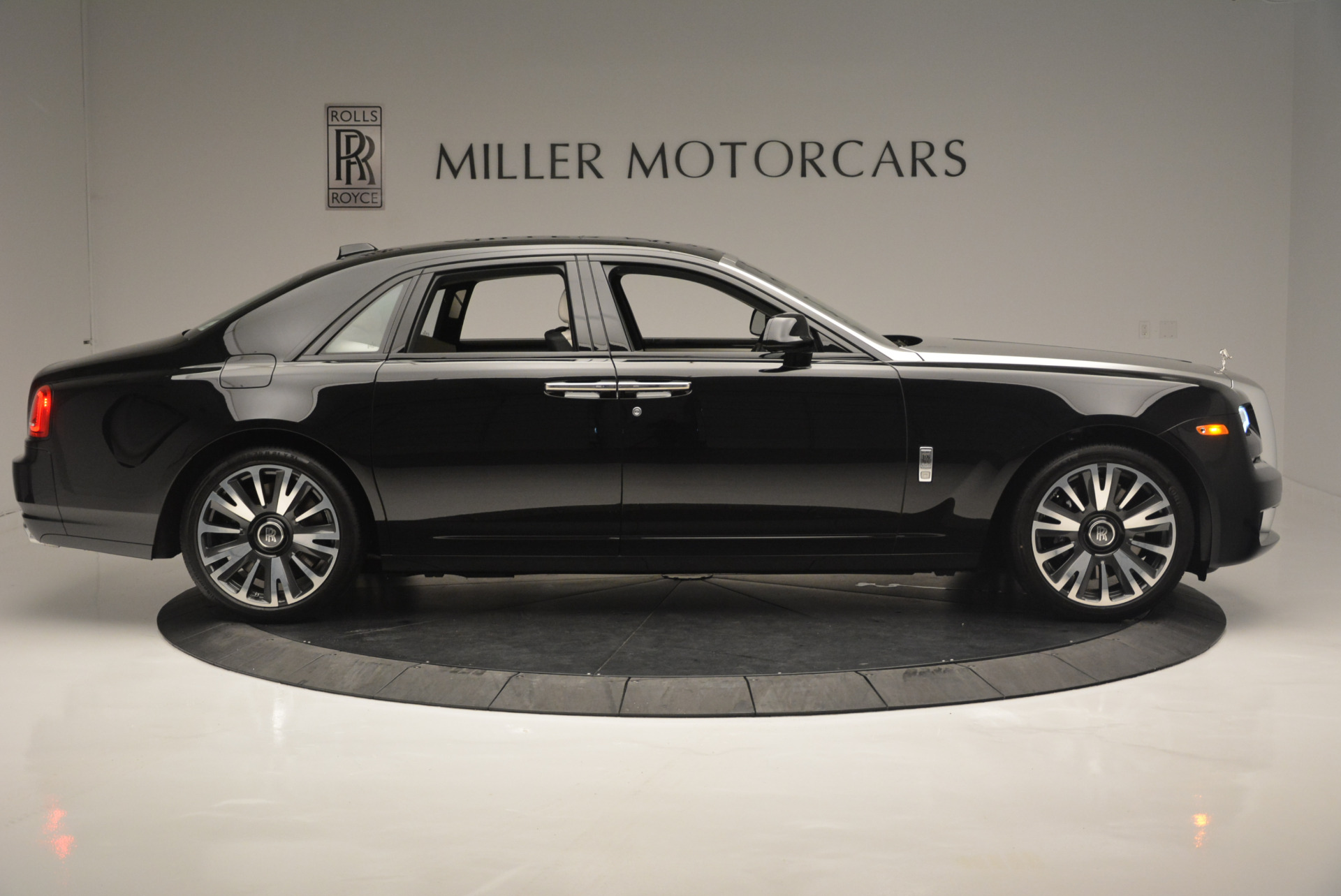 Used 2019 Rolls-Royce Ghost  For Sale In Greenwich, CT. Alfa Romeo of Greenwich, R473 2485_p7