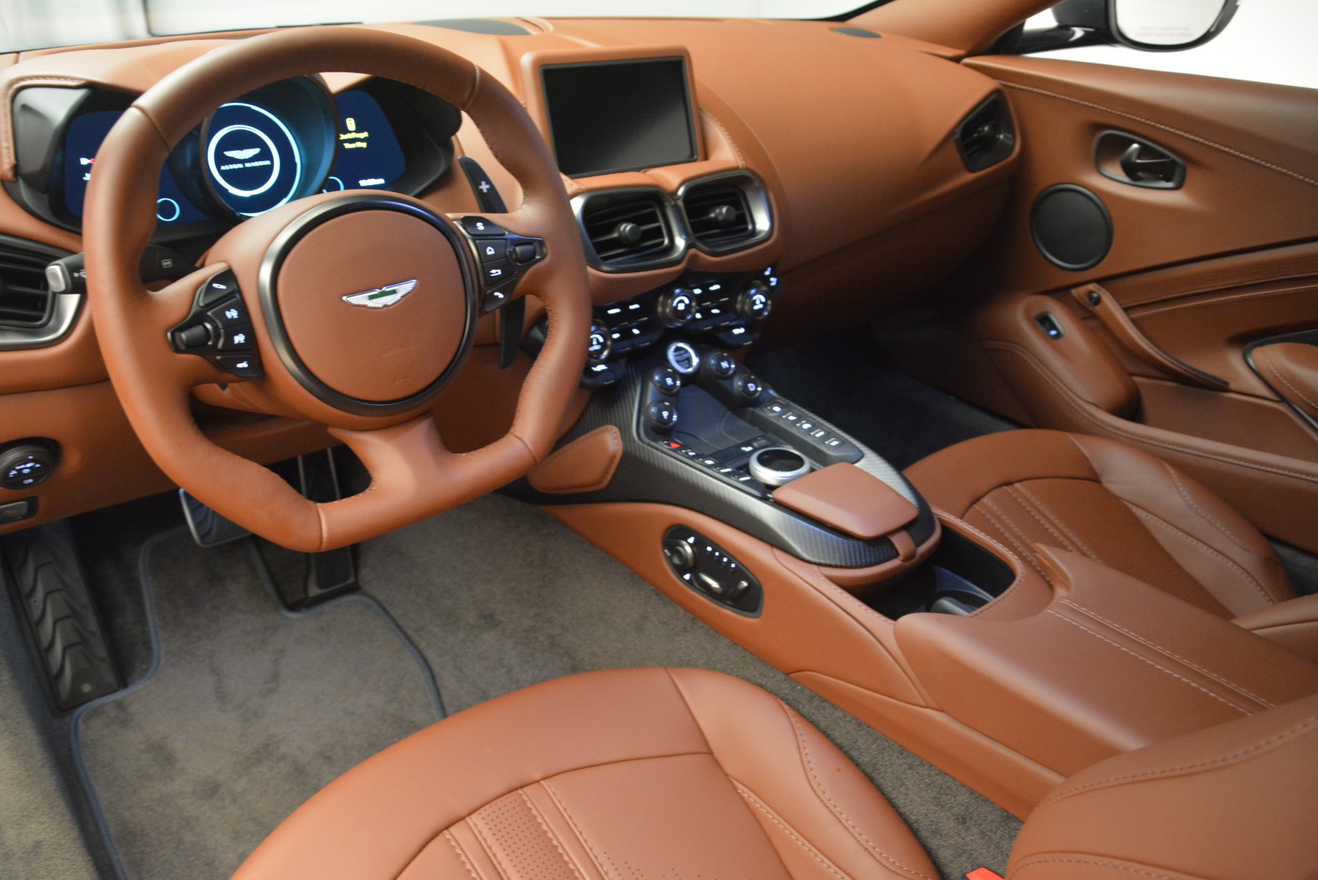 New 2019 Aston Martin Vantage Coupe For Sale In Greenwich, CT. Alfa Romeo of Greenwich, A1316 2515_p14