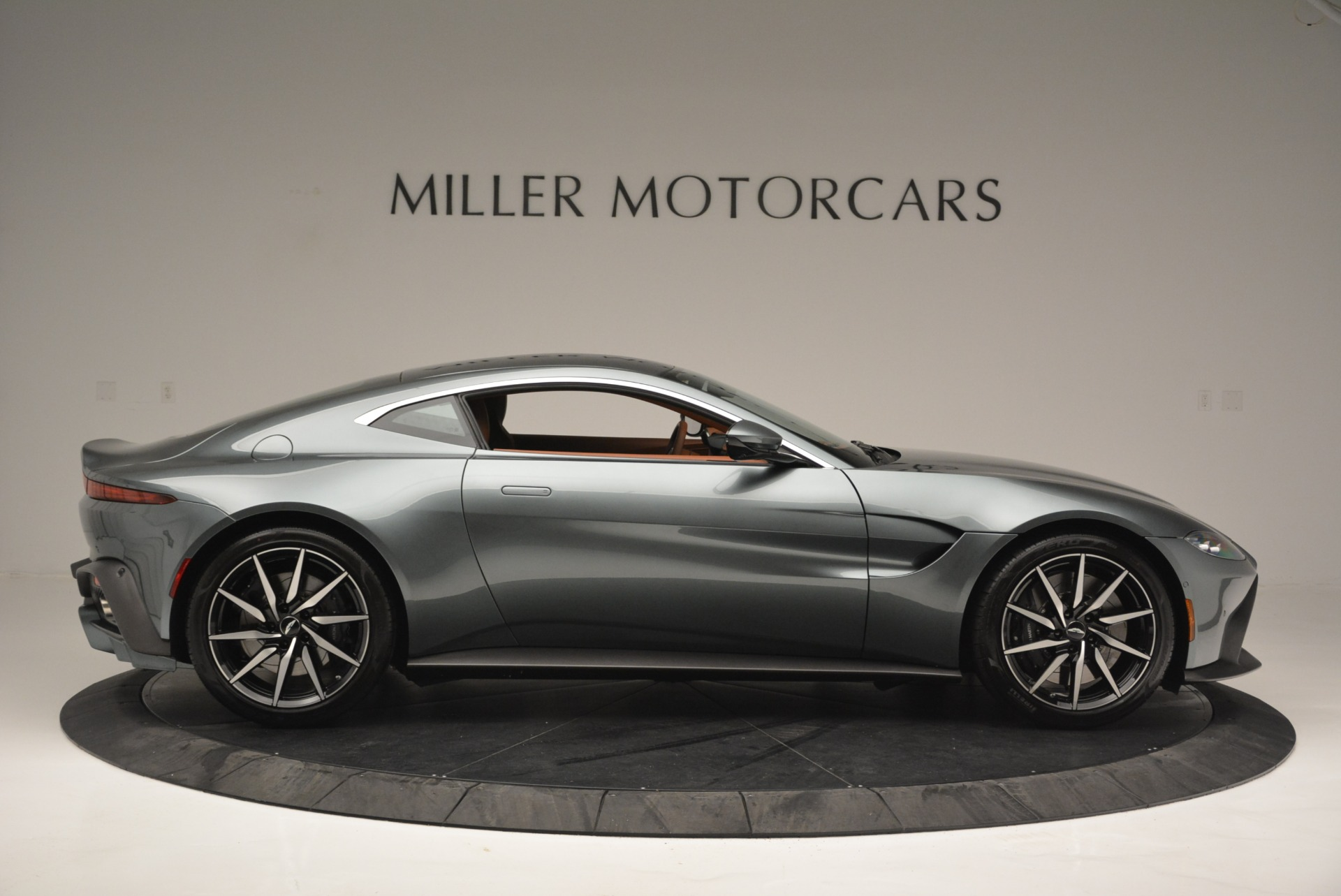 New 2019 Aston Martin Vantage Coupe For Sale In Greenwich, CT. Alfa Romeo of Greenwich, A1316 2515_p9