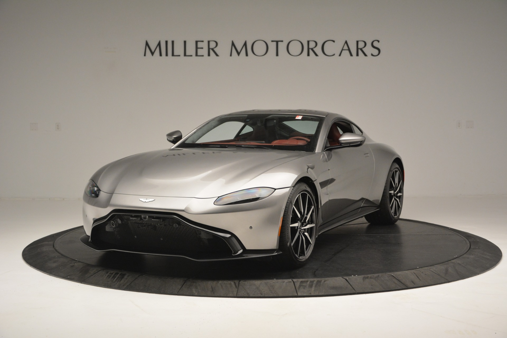 New 2019 Aston Martin Vantage  For Sale In Greenwich, CT. Alfa Romeo of Greenwich, A1319 2528_main