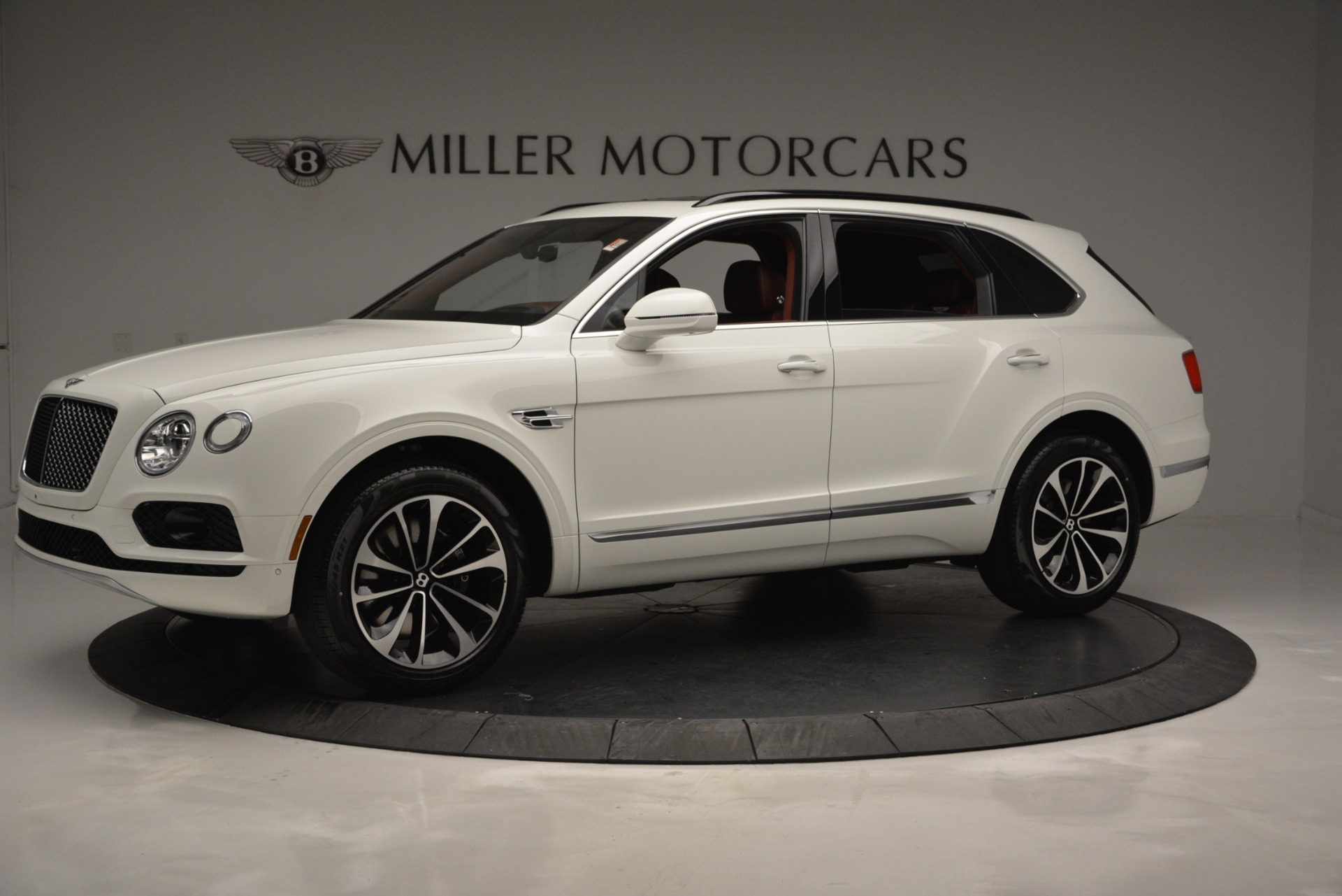 New 2019 Bentley Bentayga V8 For Sale In Greenwich, CT. Alfa Romeo of Greenwich, B1376 2535_p2