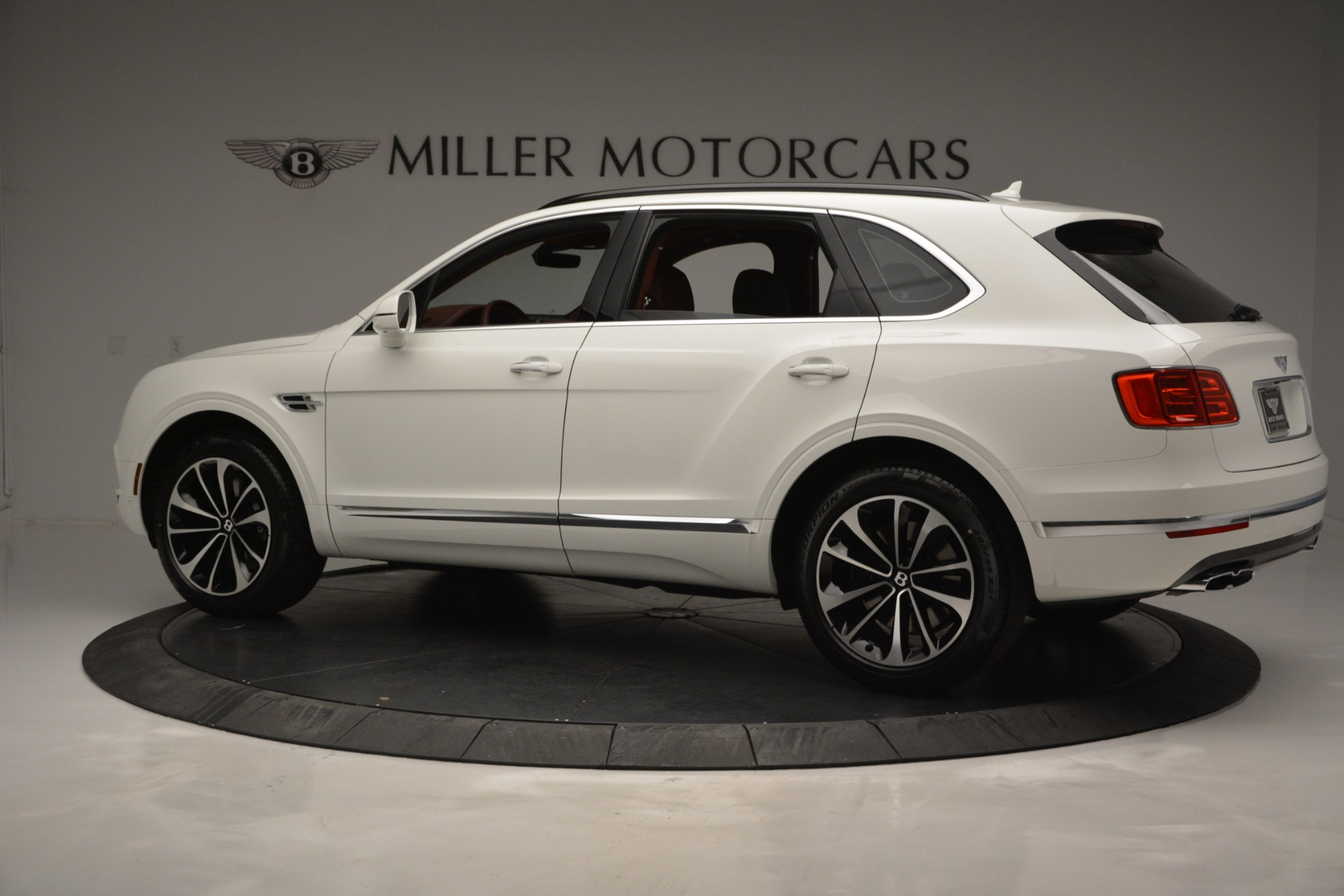 New 2019 Bentley Bentayga V8 For Sale In Greenwich, CT. Alfa Romeo of Greenwich, B1376 2535_p4