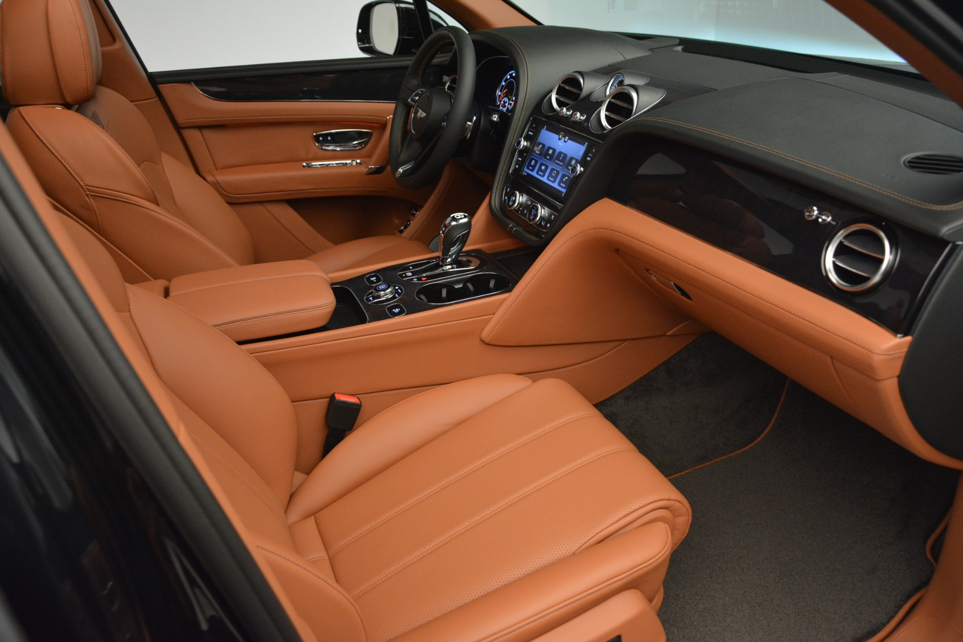 New 2019 Bentley Bentayga V8 For Sale In Greenwich, CT. Alfa Romeo of Greenwich, B1377 2537_p24