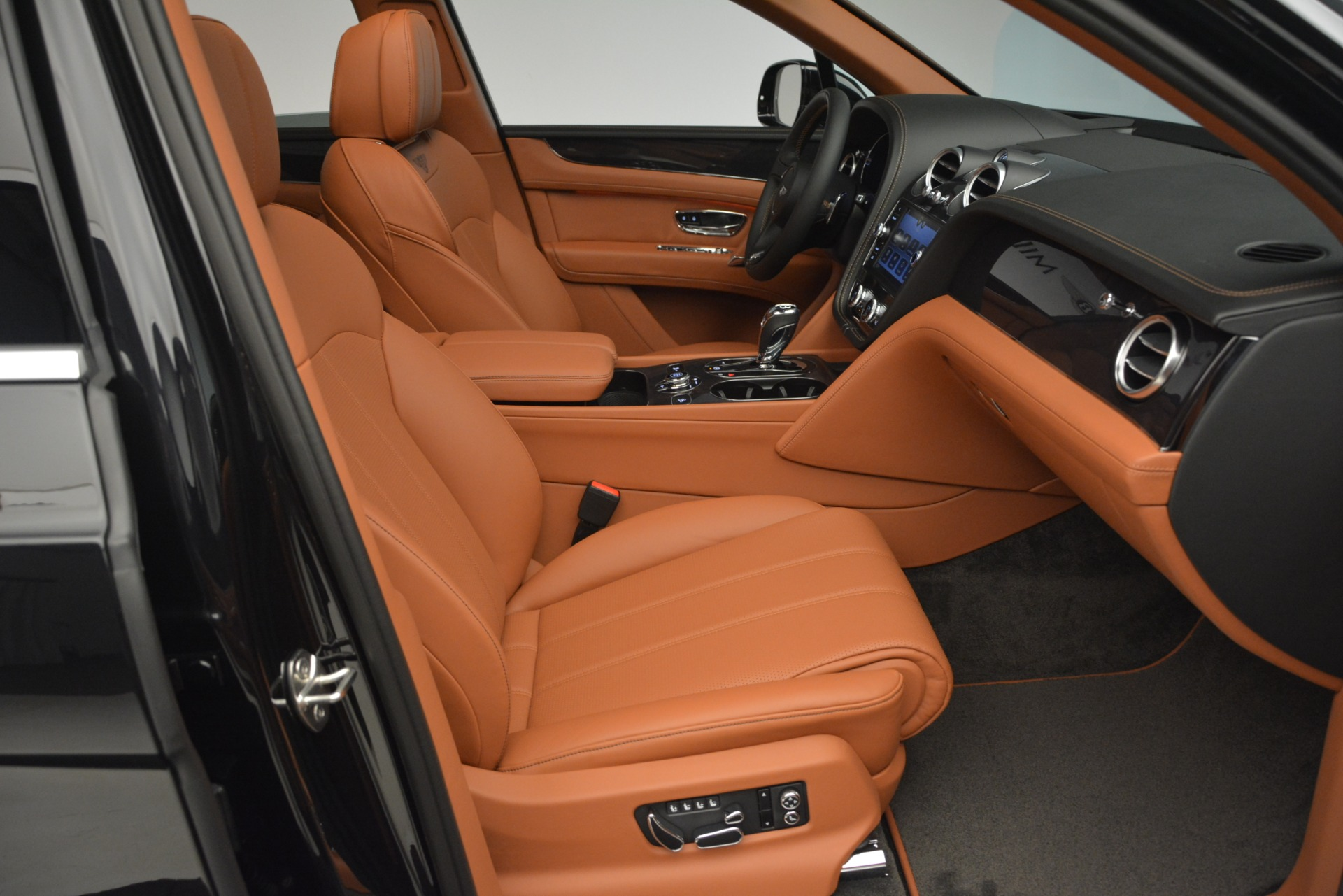 New 2019 Bentley Bentayga V8 For Sale In Greenwich, CT. Alfa Romeo of Greenwich, B1377 2537_p25