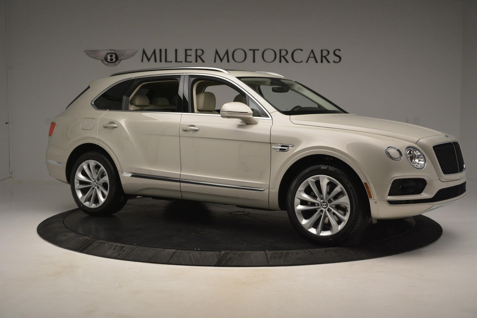 New 2019 Bentley Bentayga V8 For Sale In Greenwich, CT. Alfa Romeo of Greenwich, B1379 2538_p10
