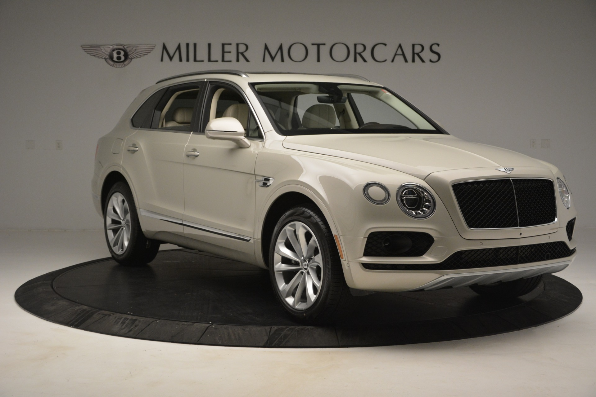 New 2019 Bentley Bentayga V8 For Sale In Greenwich, CT. Alfa Romeo of Greenwich, B1379 2538_p11