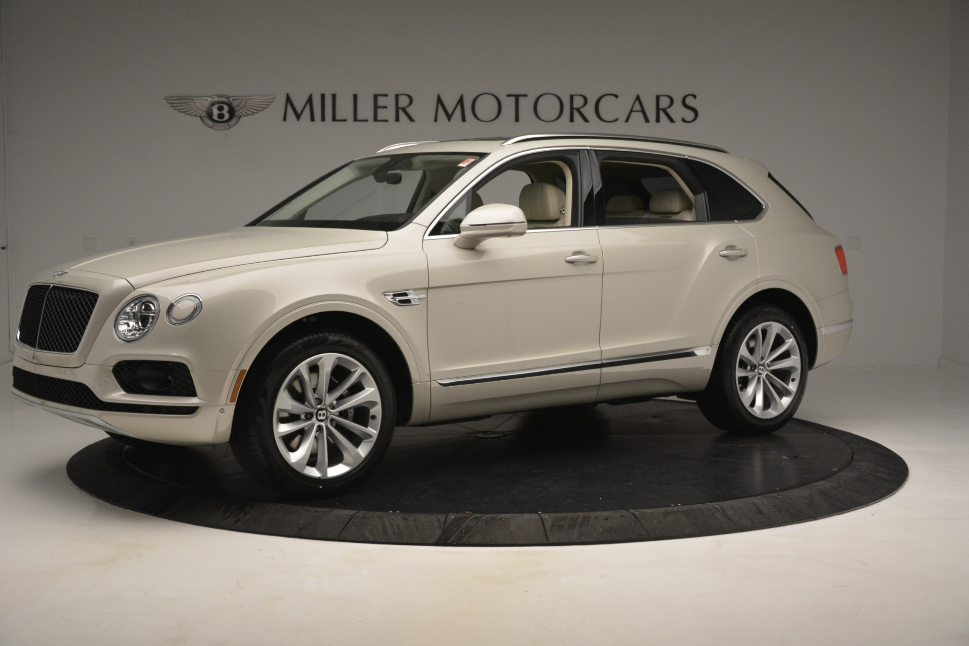 New 2019 Bentley Bentayga V8 For Sale In Greenwich, CT. Alfa Romeo of Greenwich, B1379 2538_p2
